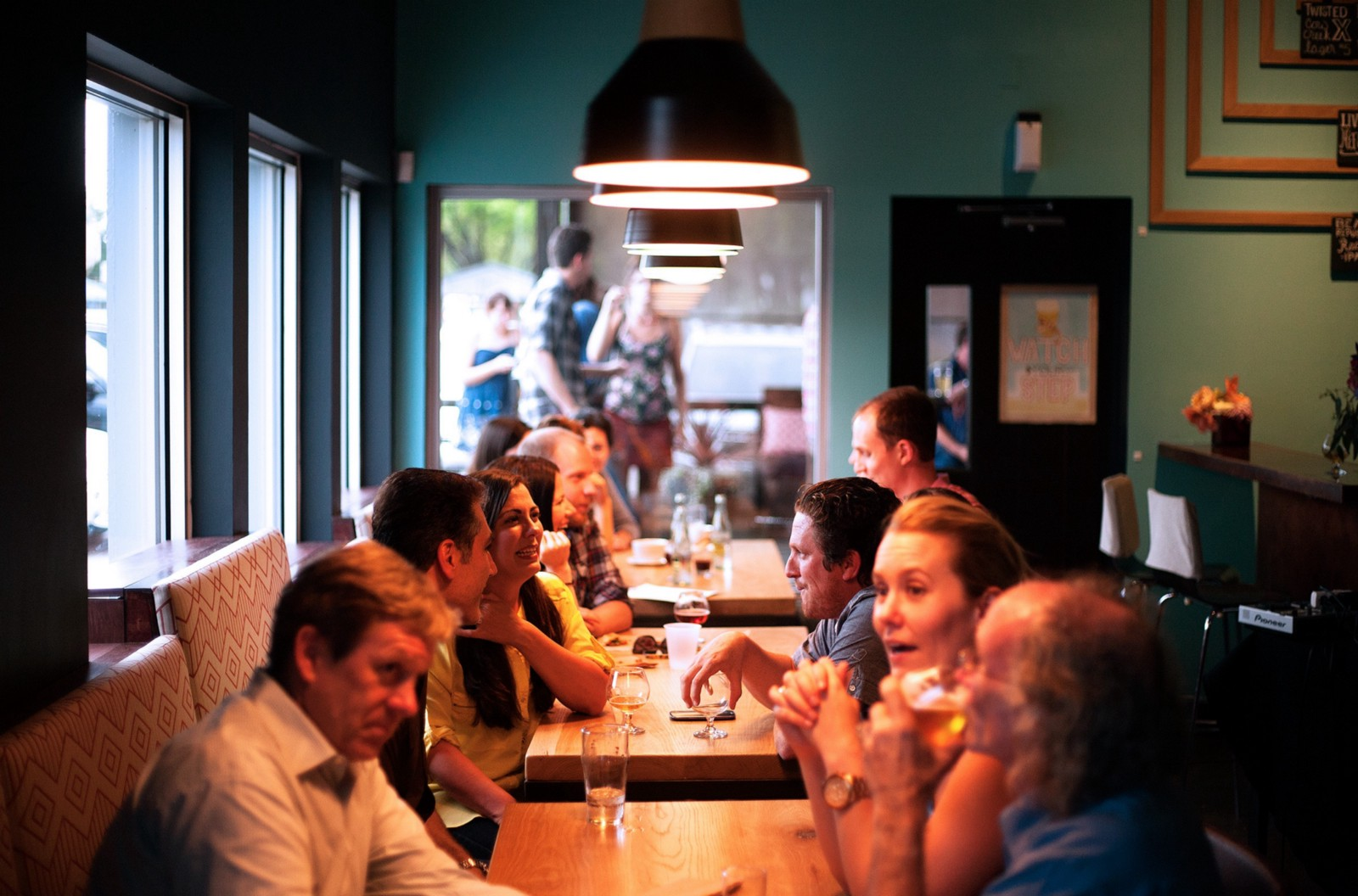 Study Dinner Organizers Struggling To Satisfy Every Friends Food - Restaurant table organizers