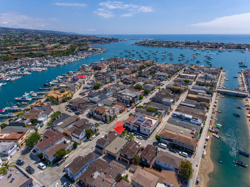 kristin halton holds open house for balboa island duplex