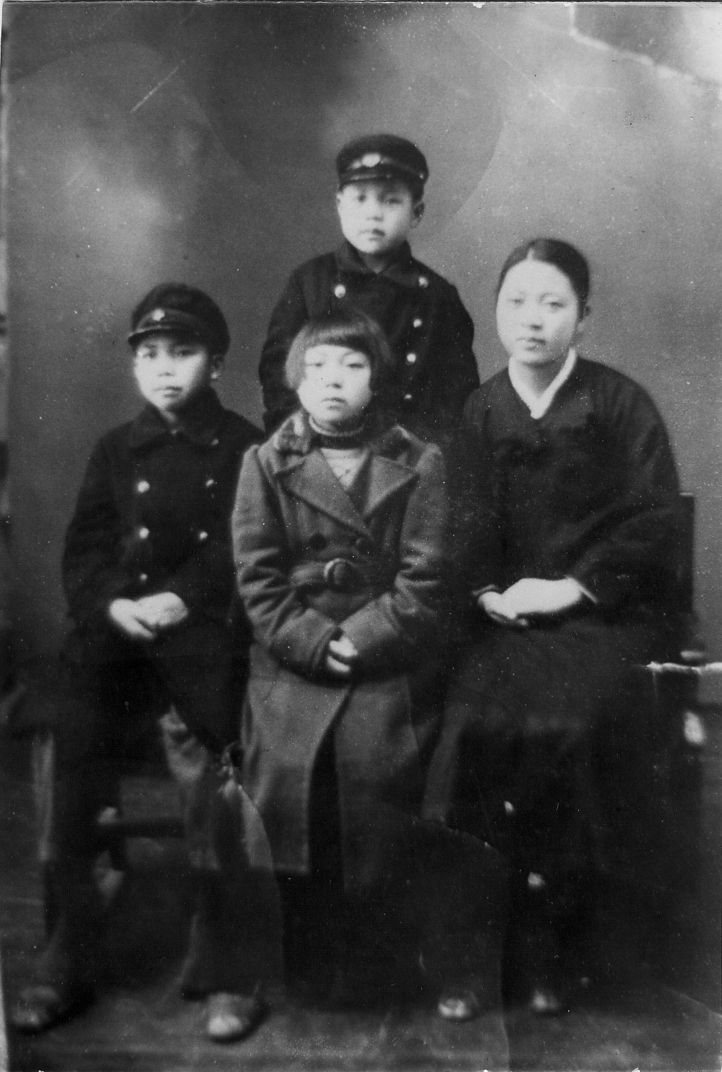 Center Of The Universe 158 Robert Duncan Medium Jaket Army Gear Tactical Import Tad Kang Left With Brother And Sisters In North Korea