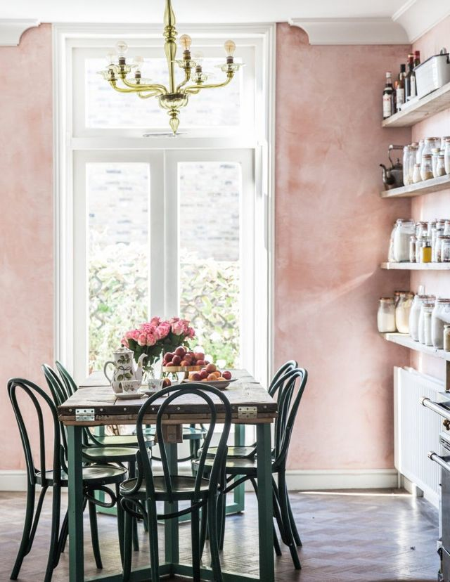 Coco Kelley Candra Lavalle S Is The Blogger Behind She Extends Her Glam Style In Interior Design Tabletops Travel Food And More Stuff