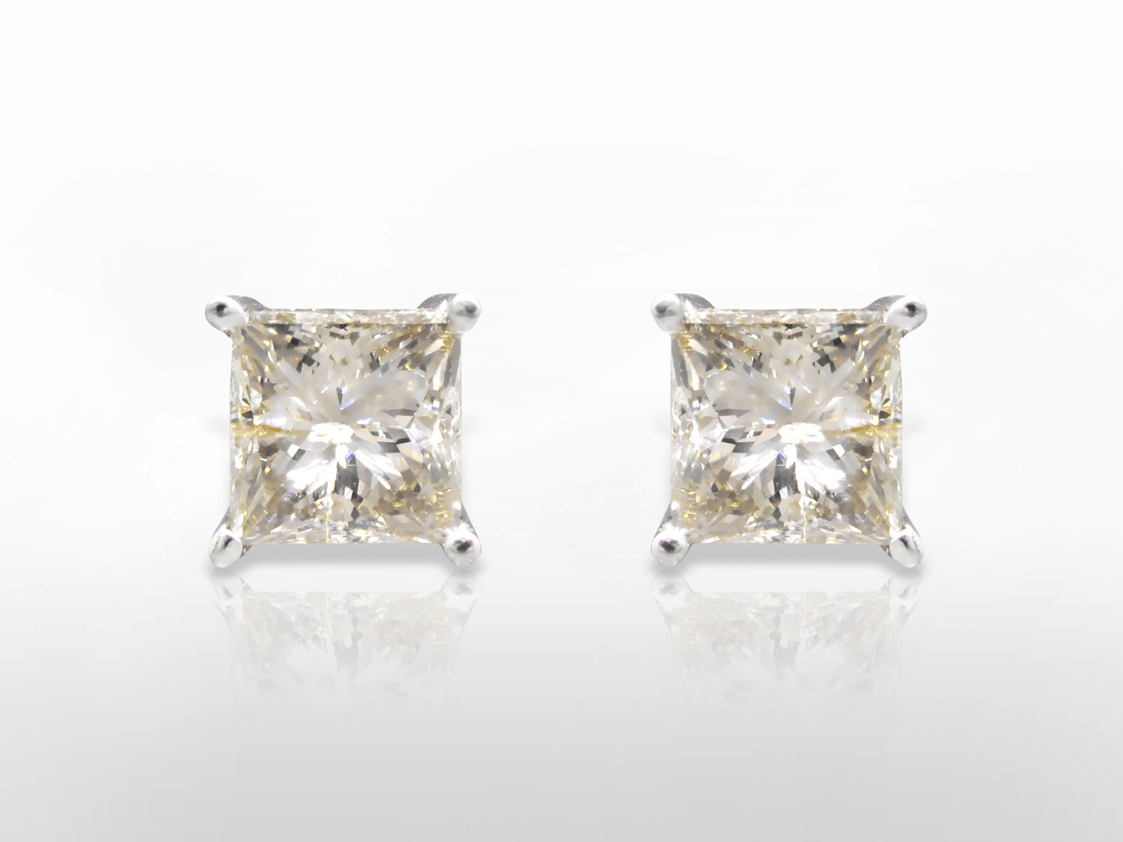 Toronto Sunday 03 26 2018 A 2ct Matching Pair Of Princess Cut Diamonds Earrings Come To Federal Auction S Live Fine Jewellery Swiss Watch