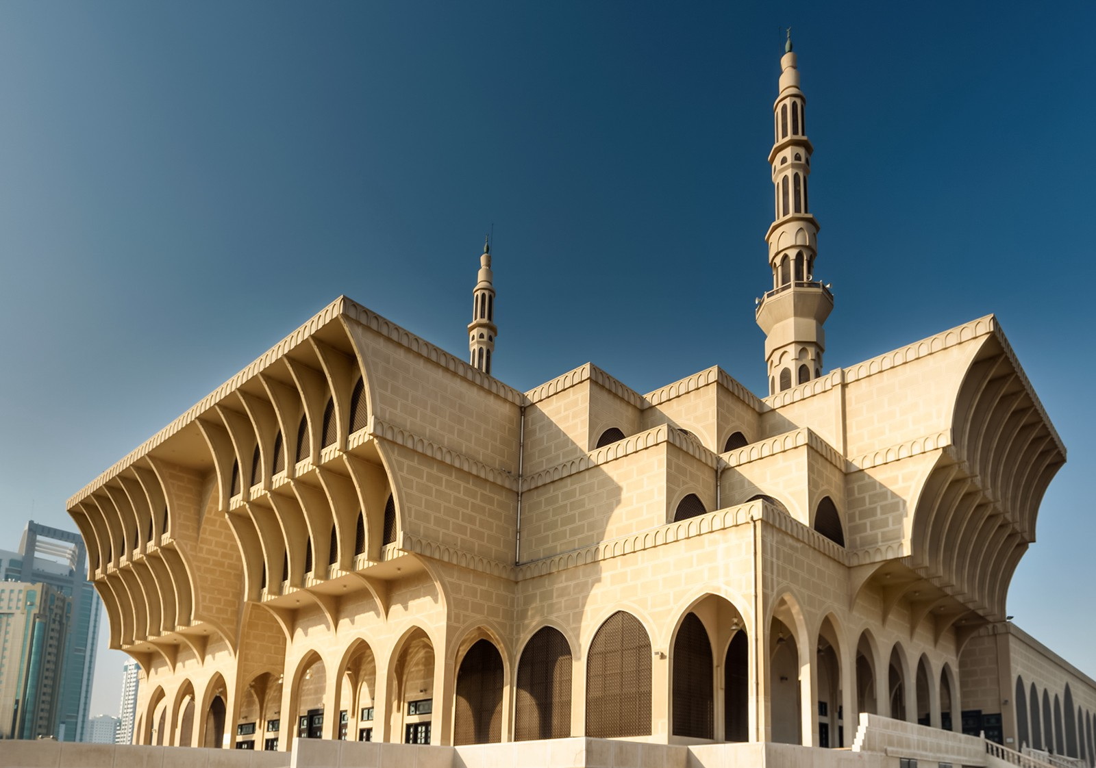 Demystifying Sharjah's iconic King Faisal Mosque – سلطان ...