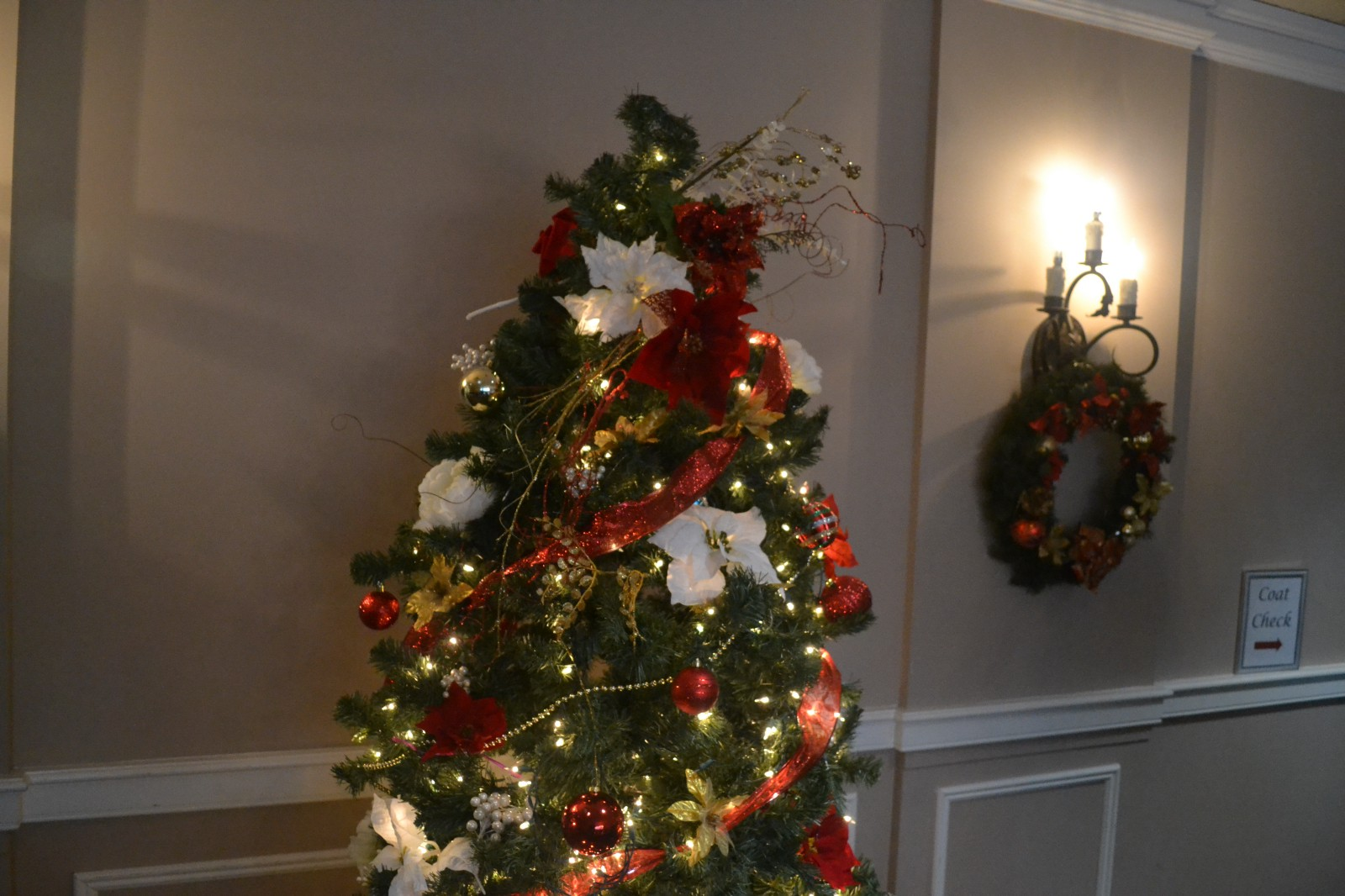 Charming The Indian Spring County Club Was More Than Decorated In The Holiday Spirit  For The Event.