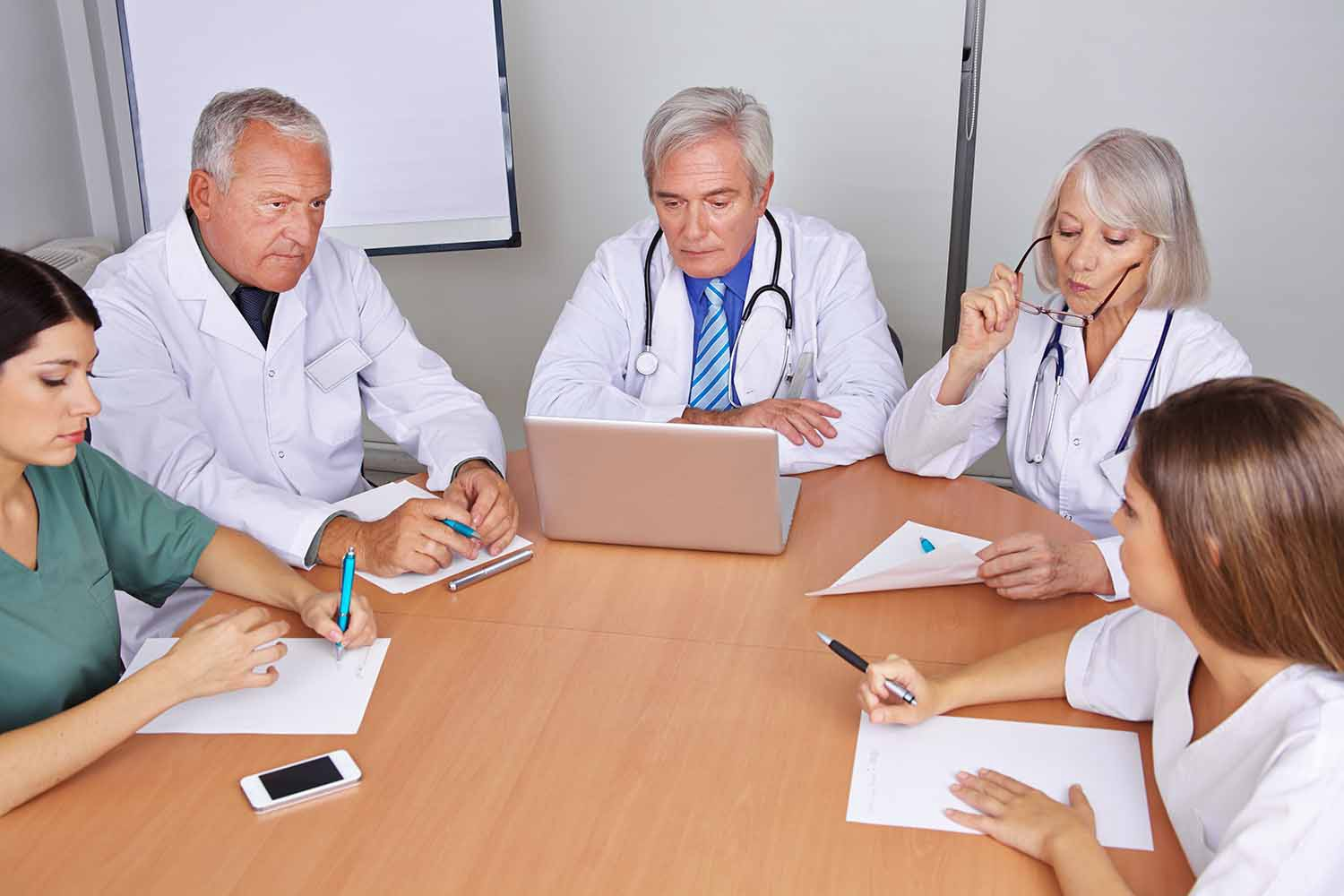 what are the benefits for doctors of joining a group medical practice