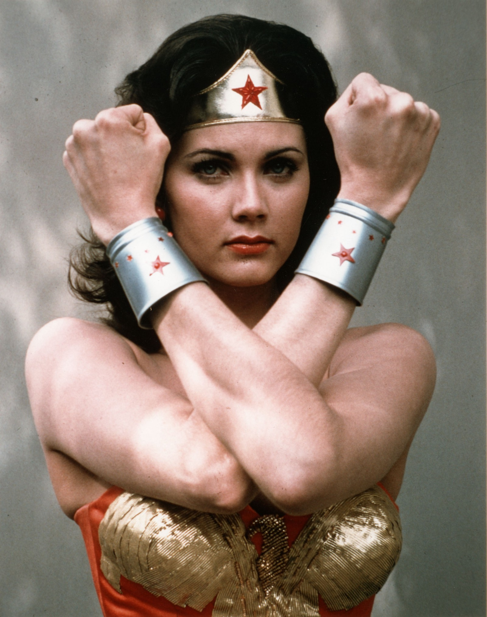 Wonder woman lynda carter fakes authoritative