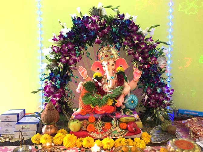 ganpati decoration ideas at home with flowers plants