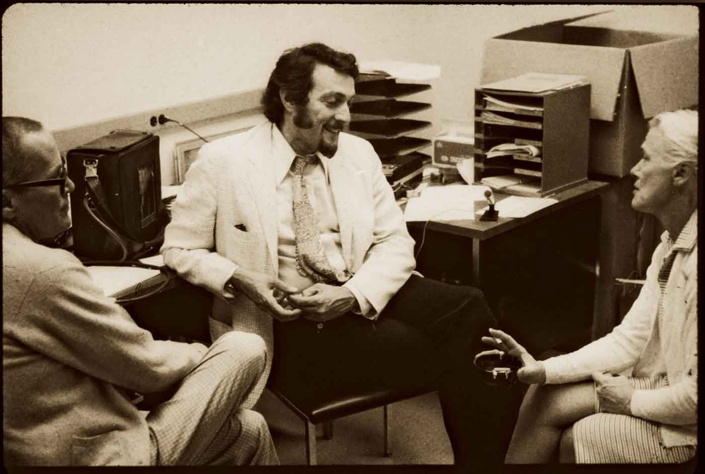 stamford prison experiment For decades, the story of the famous stanford prison experiment has gone like this: stanford professor philip zimbardo assigned paid volunteers to be either inmates or guards in a simulated prison .