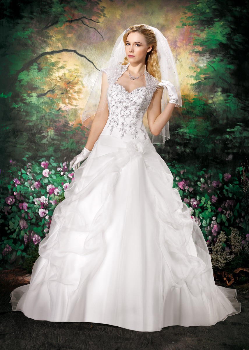 Pretty Plus Best Wedding Gowns for Mature Brides, Firty Elegant!