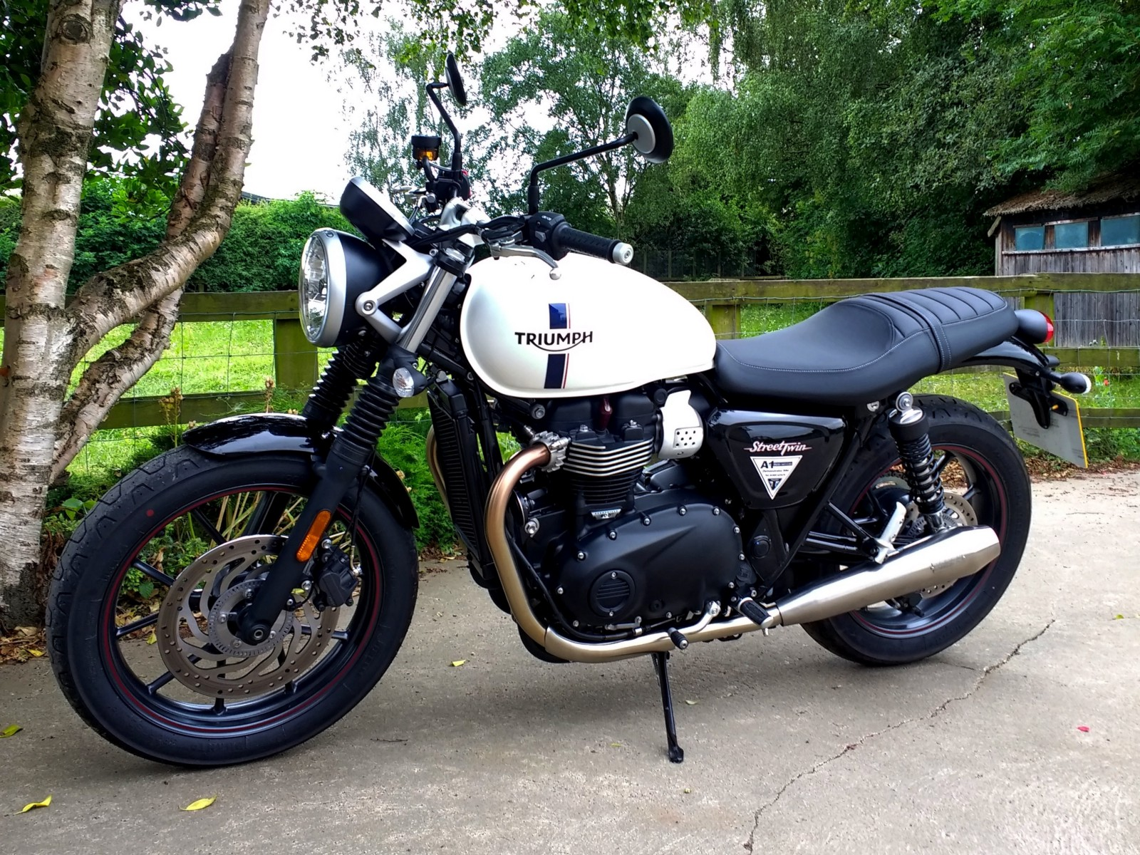 motorcycle review 2018 triumph street twin richard. Black Bedroom Furniture Sets. Home Design Ideas