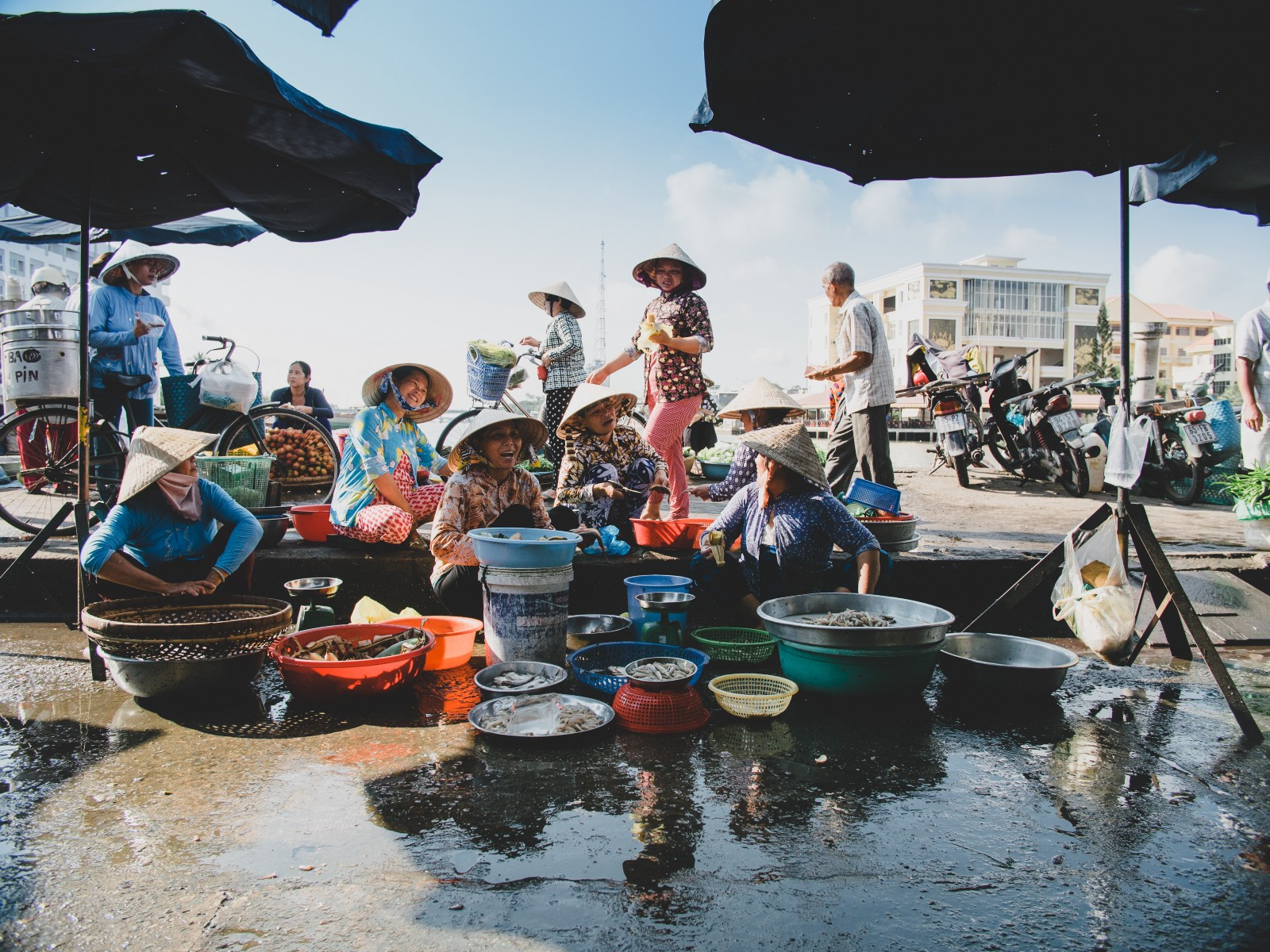 photo essay drought and the mekong delta in photos medium a riverside market in can tho the largest city in vietnam s mekong delta