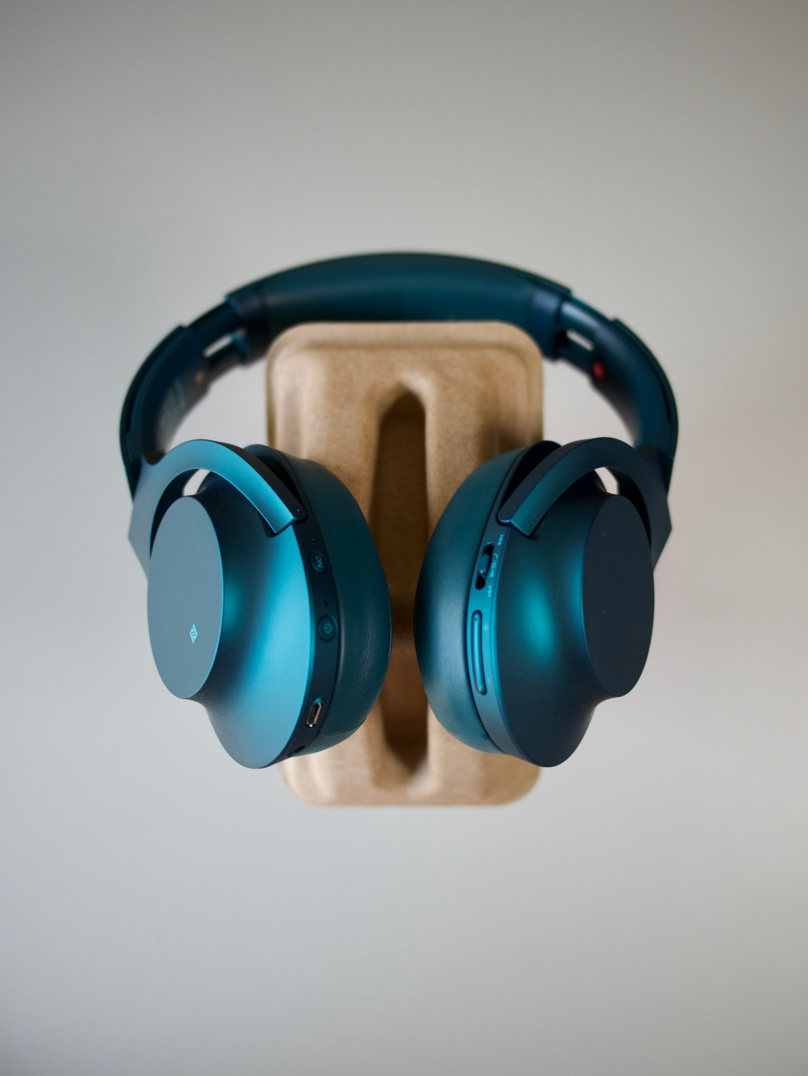 Sony Hear On Wireless Nc A Review Timmy Yong Medium Noice Cancelling Headphone Mdr 100abn Blue 1000x For Safer Look And Status As Far Flagships Go At The Moment But If You Want Bit Of Colours Pop In Your Life These Are