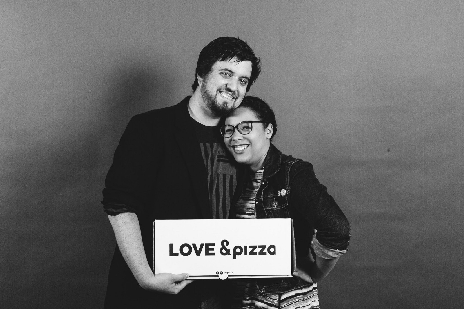 Rachel And David An Okcupid Got Hitched In A Pizza Joint