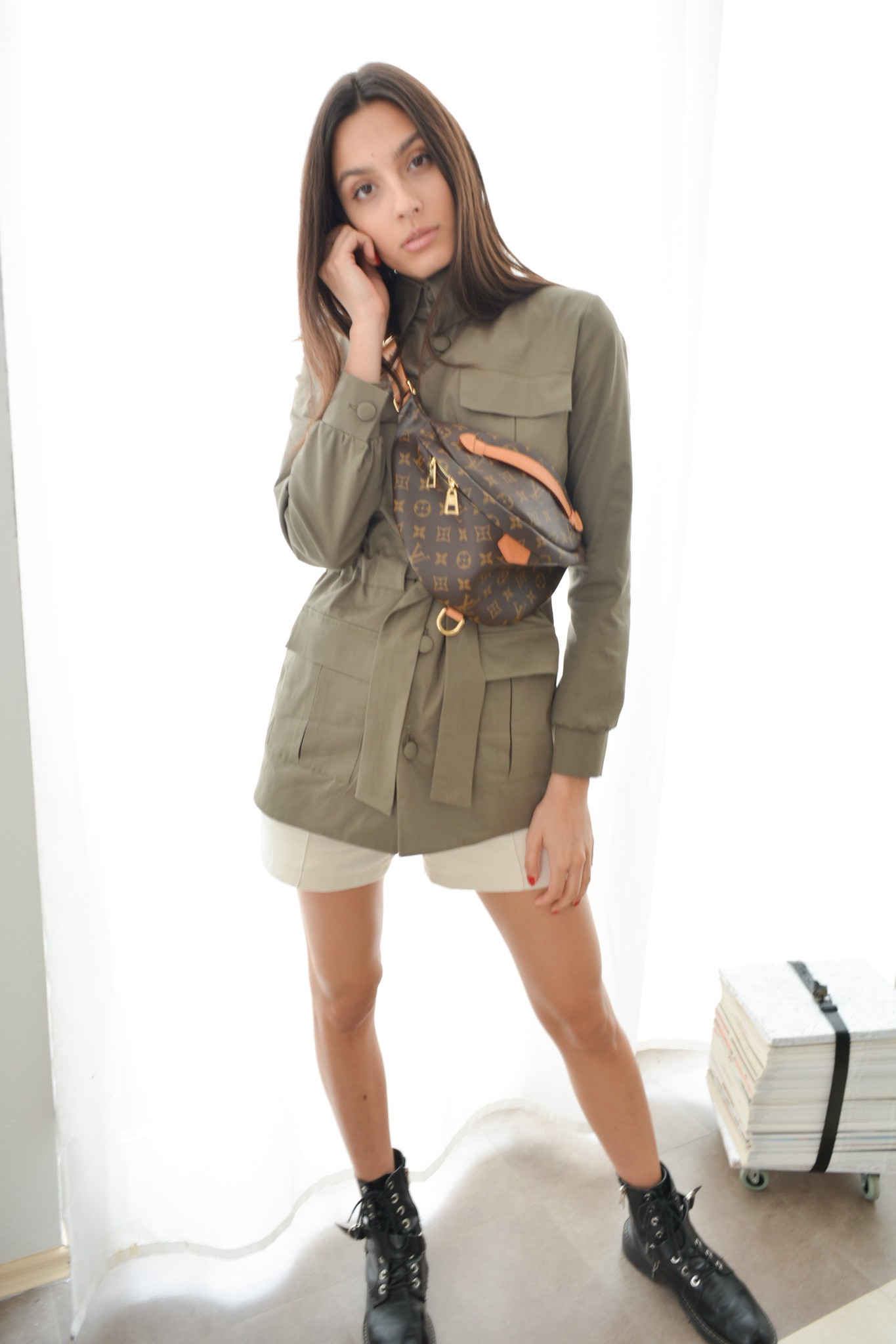 Safari olive jacket with front pockets and long sleeves-Bastet Noir
