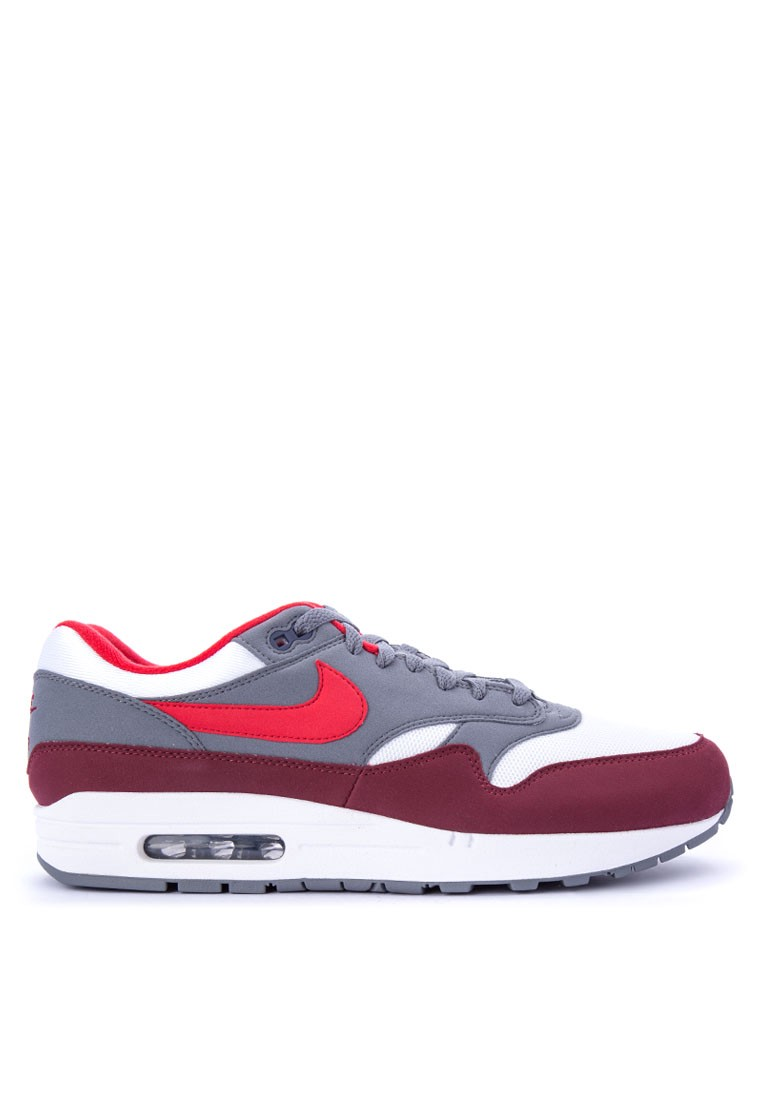 purchase cheap 0493f fe4d2 10 Iconic Sneakers That Never Go Out of Style – THREAD by ZALORA ...
