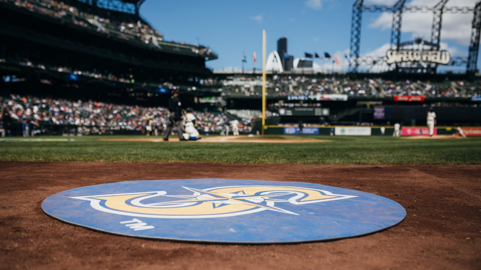 Mariners Tender Contracts to 27 Players on MLB Roster