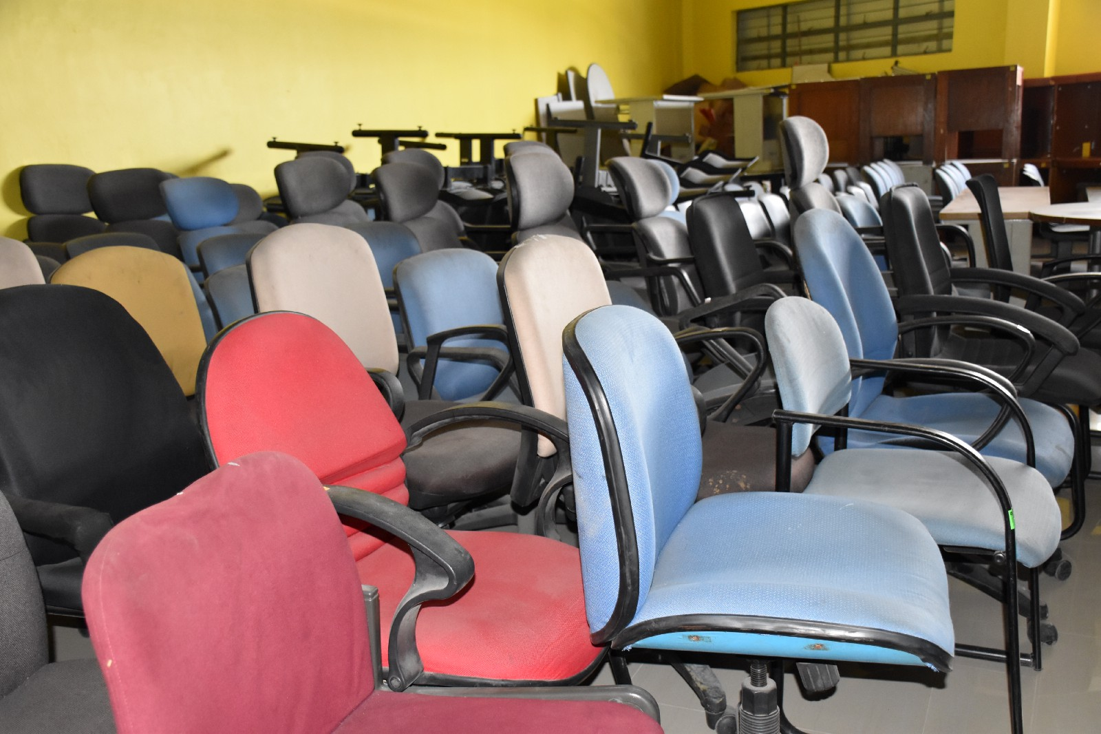 Biggest japan surplus used office furniture supplier chain
