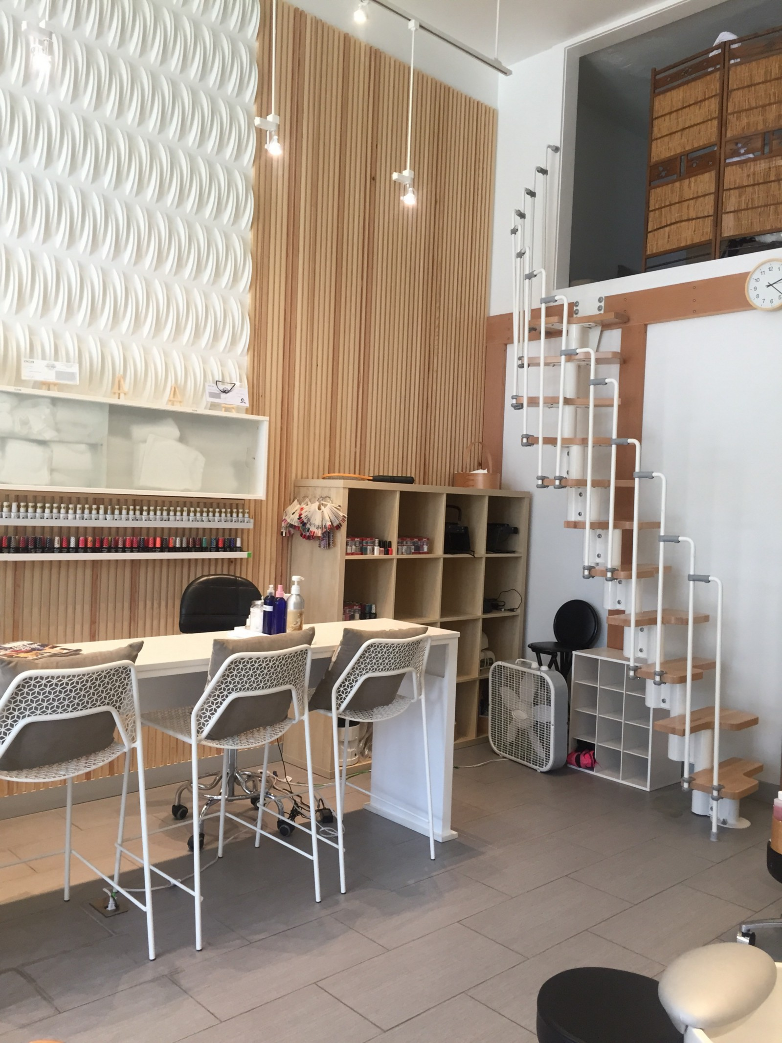 Q Spa — THE cool luxury nail salon and spa – HAPPYLAND – Medium