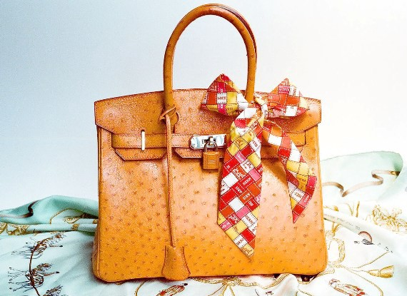 b67c6e893605 Handbags are very popular amongst the women that are used by almost every  woman all over the world. All women have handbags because it is an  important ...