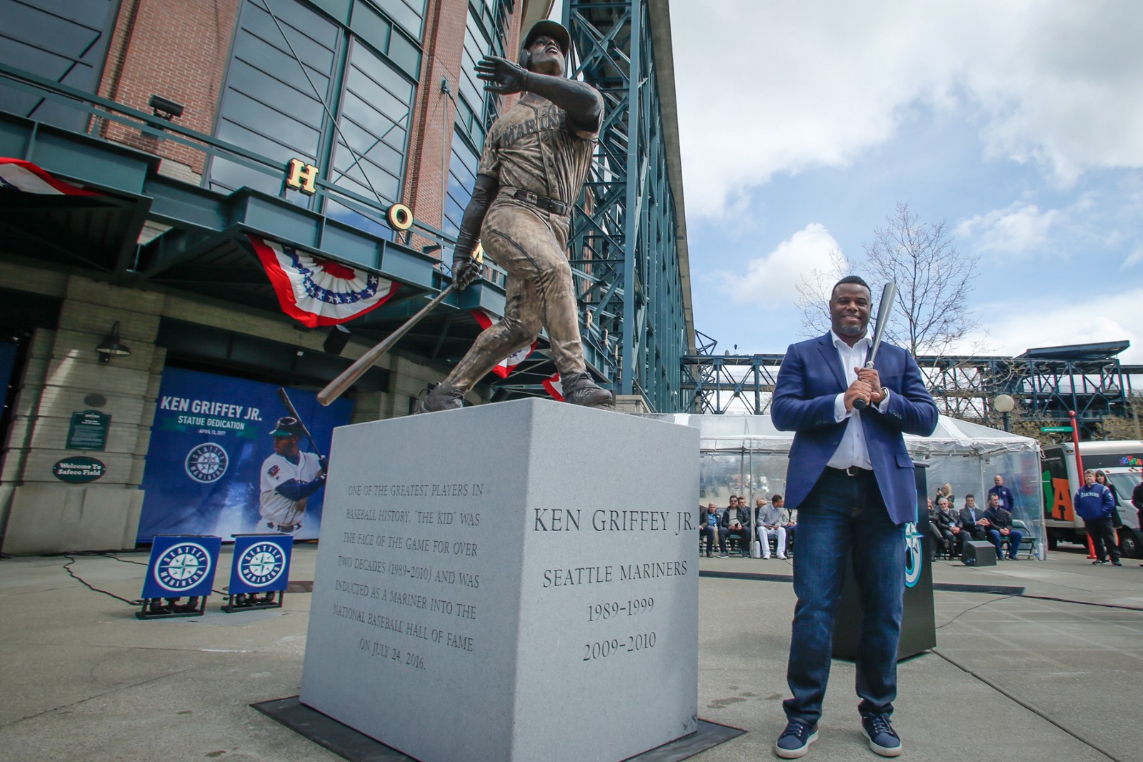 d7aa32c8cd Mariners Unveil Ken Griffey Jr. Statue Outside Safeco Field