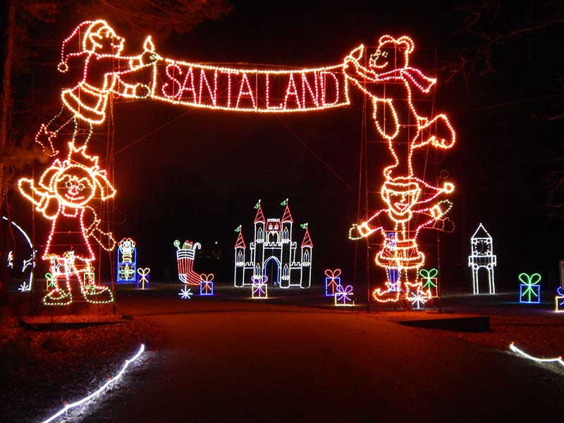 16 Great Christmas Light Displays Near Military Installations