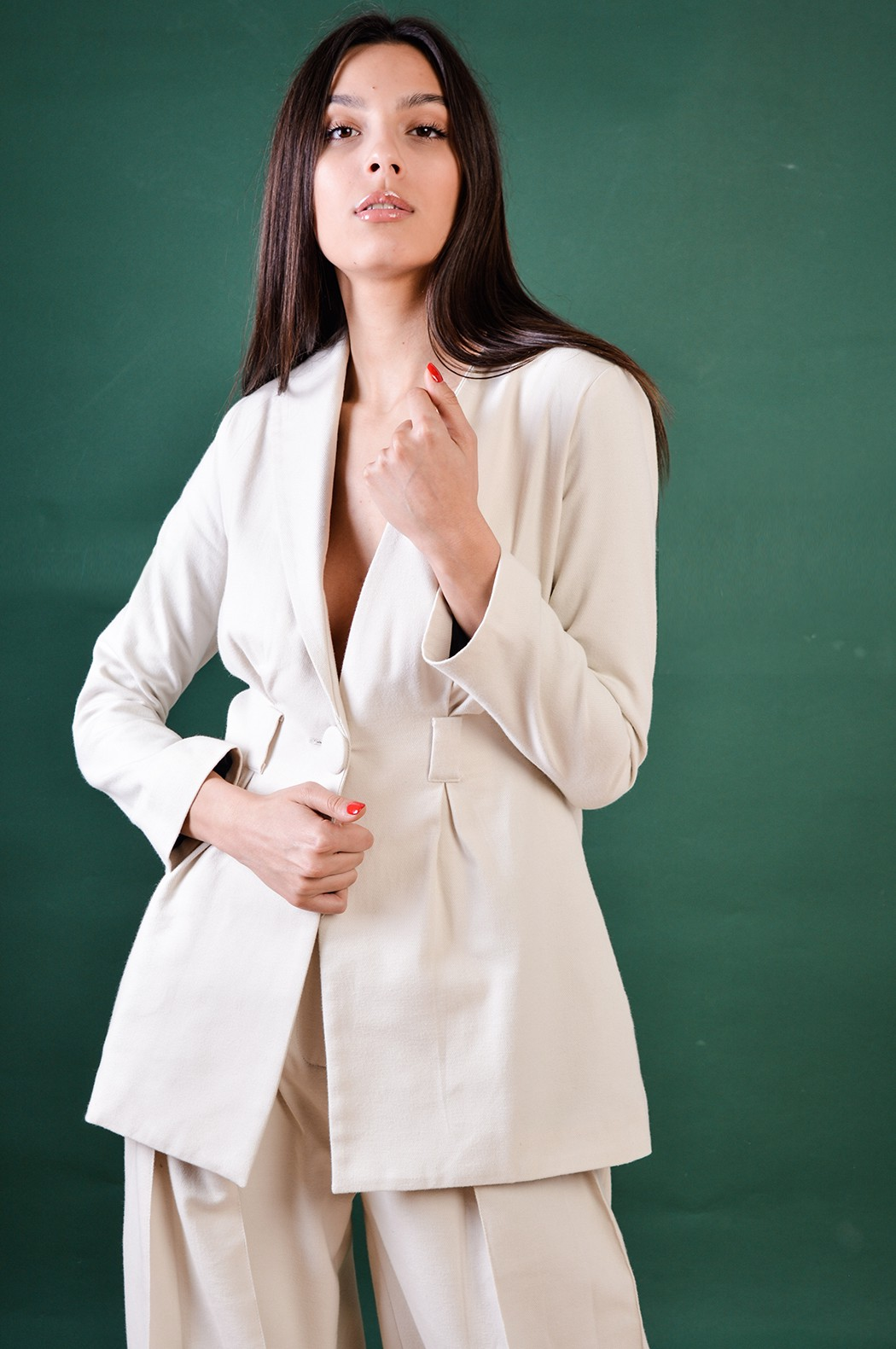 White cashmere blazer with asymmetrical lapel
