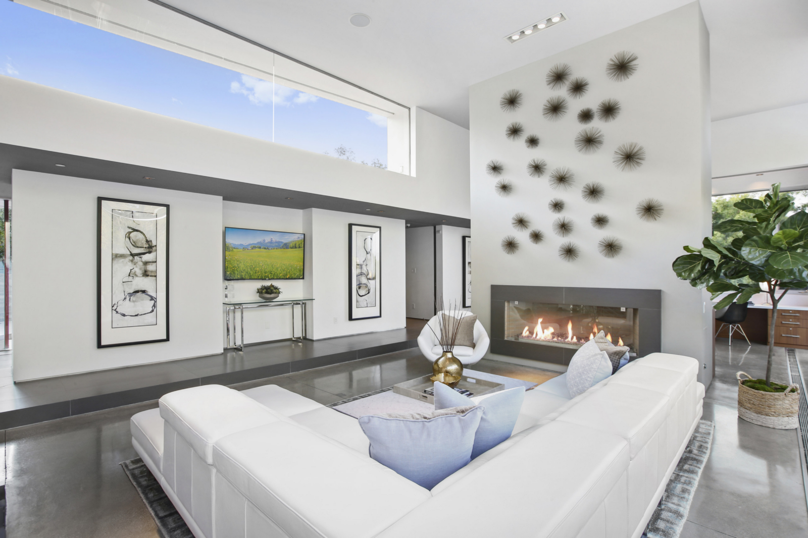 Sophisticated Simplicity: Tranquil Modern Luxury in Orange County
