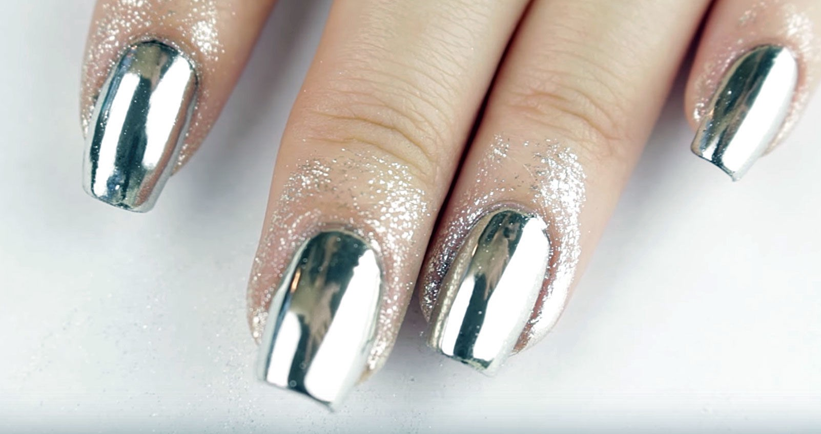 Beauty Trend: Chrome Nails – Octoly Magazine