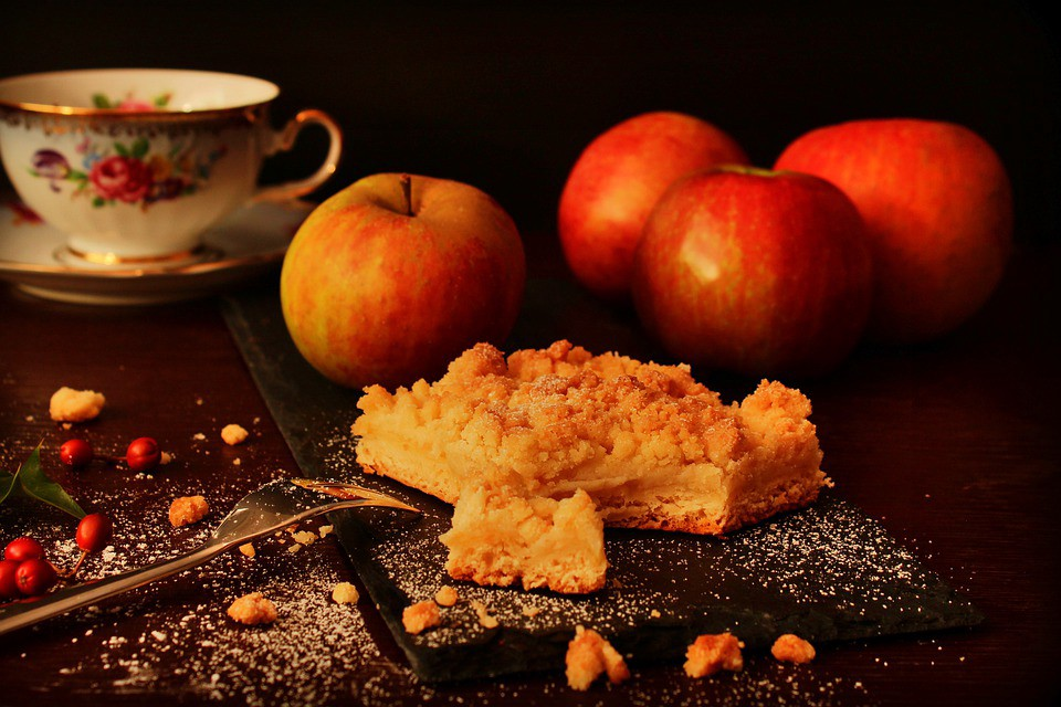 Source: [Pixabay](https://pixabay.com/photos/apple-pie-autumn-dessert-cake-4464826/)