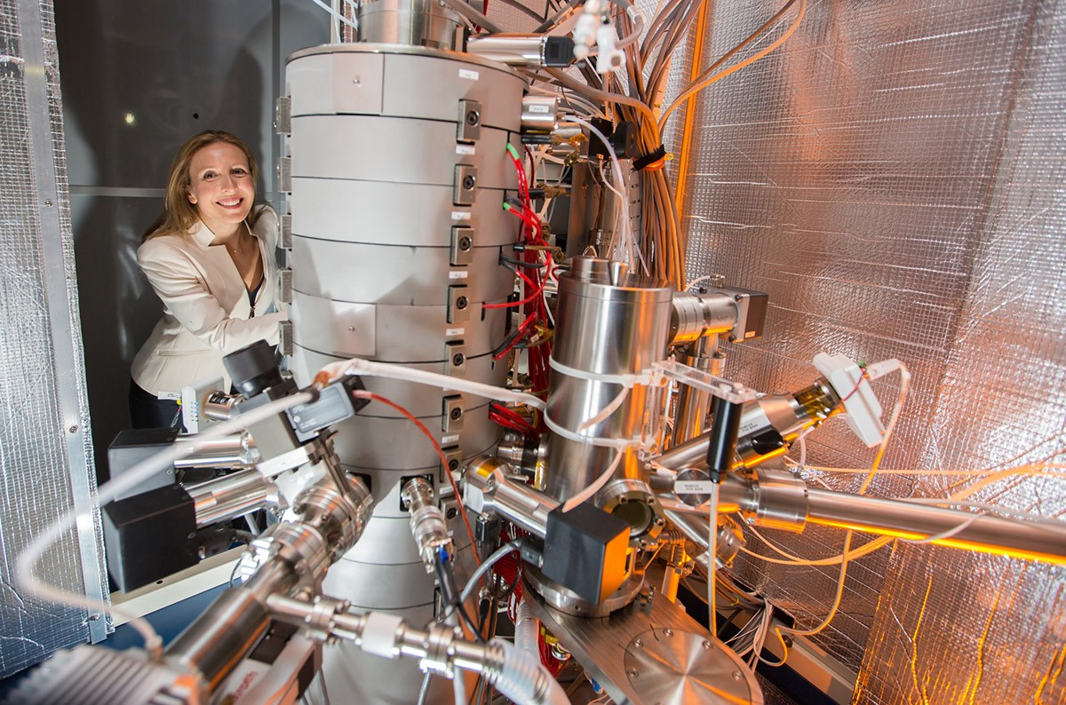 Prof. Nicolosi uses Ireland's most powerful microscope that can picture the materials she makes with atomic resolution. Image credit – Prof. Nicolosi