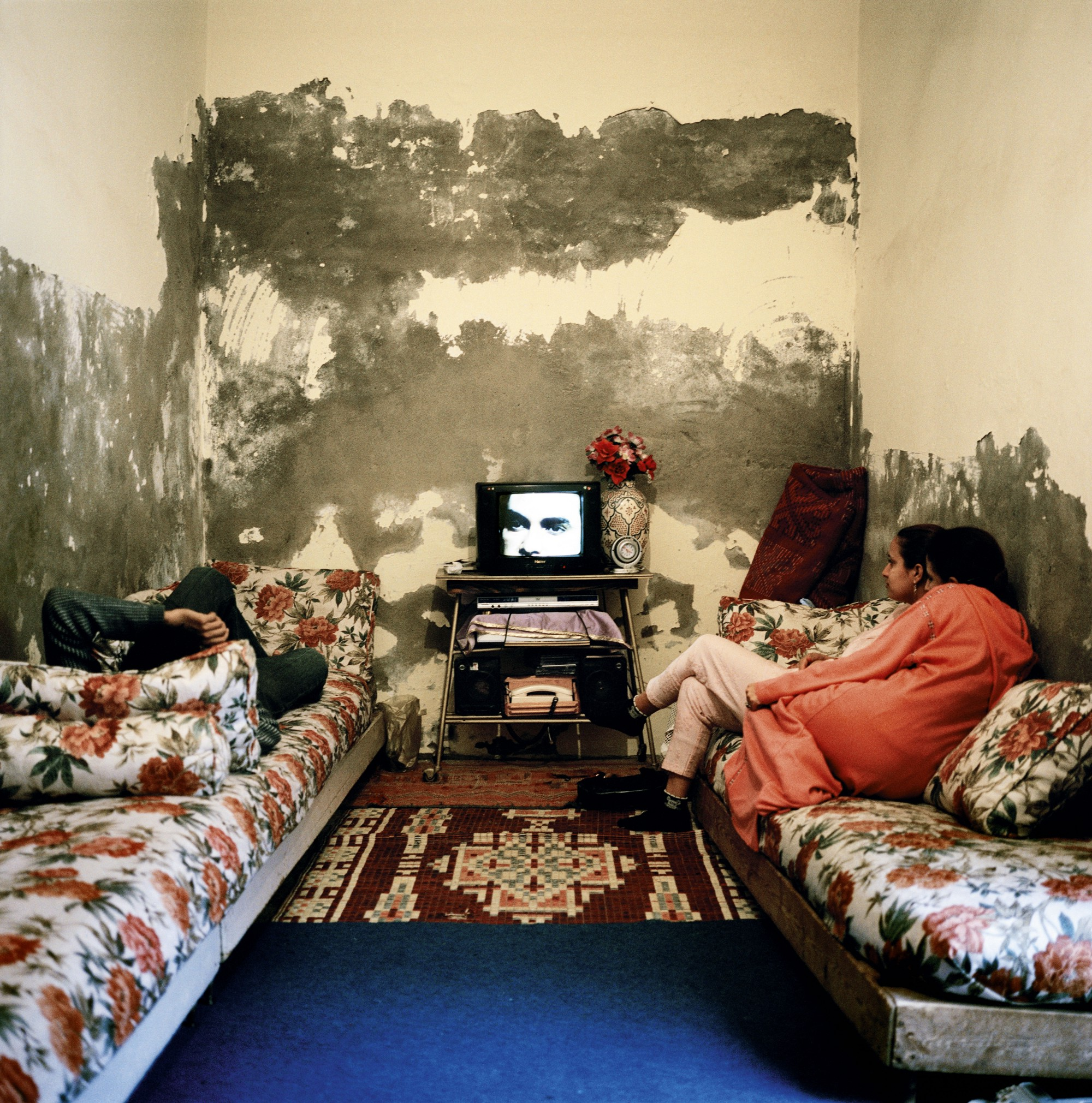 essay on tv an idiot box Idiot box essays in the article titled  television addiction, marie winn argues that tv viewing is comparable to alcoholism and drug addiction in terms of its negative effects on human.