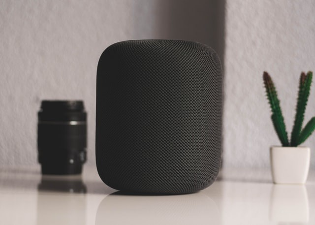 [Homepod](https://www.apple.com/uk/homepod/?afid=p238%7CsjXlAdxet-dc_mtid_20925z4e61671_pcrid_482675552521_&cid=wwa-uk-kwgo-aes--homepod-e-slid--productid-) by [Daniel Cañibano](https://unsplash.com/@danicanibano)