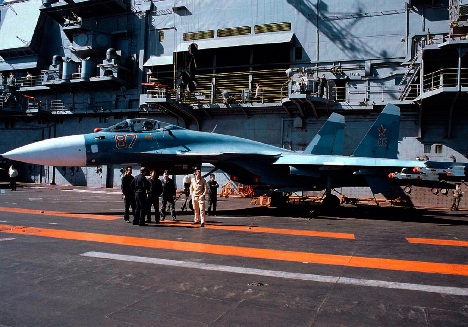 Loading su 33 flanker d carrier based fighter jet su 27 - Two Big Reasons Why Russia S Aircraft Carrier Is Having So Many Problems