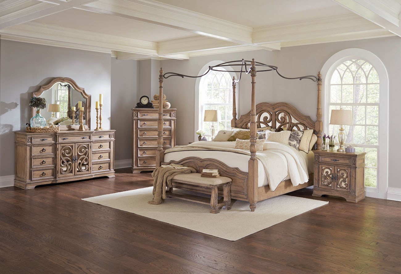 Classy & Elegant Traditional Bedroom Design