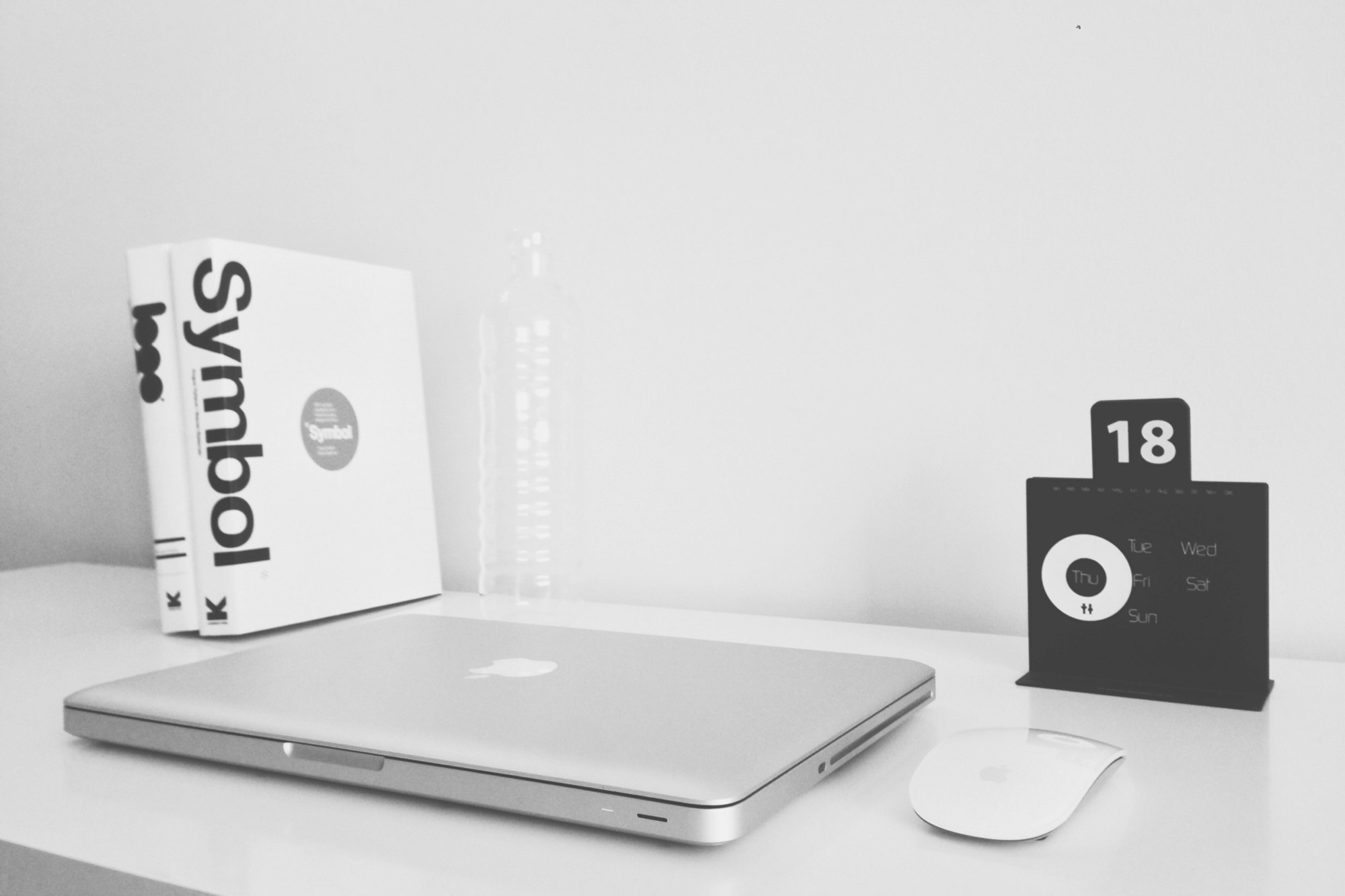 15 popular black and white logos