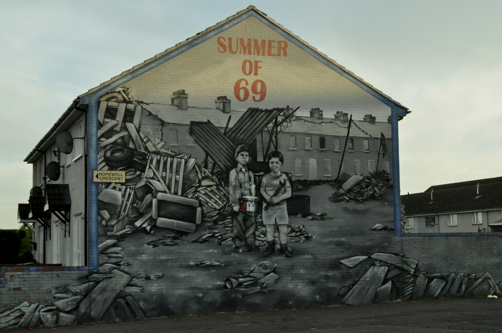 Scars on the walls the troubles murals of n ireland for Mural northern ireland