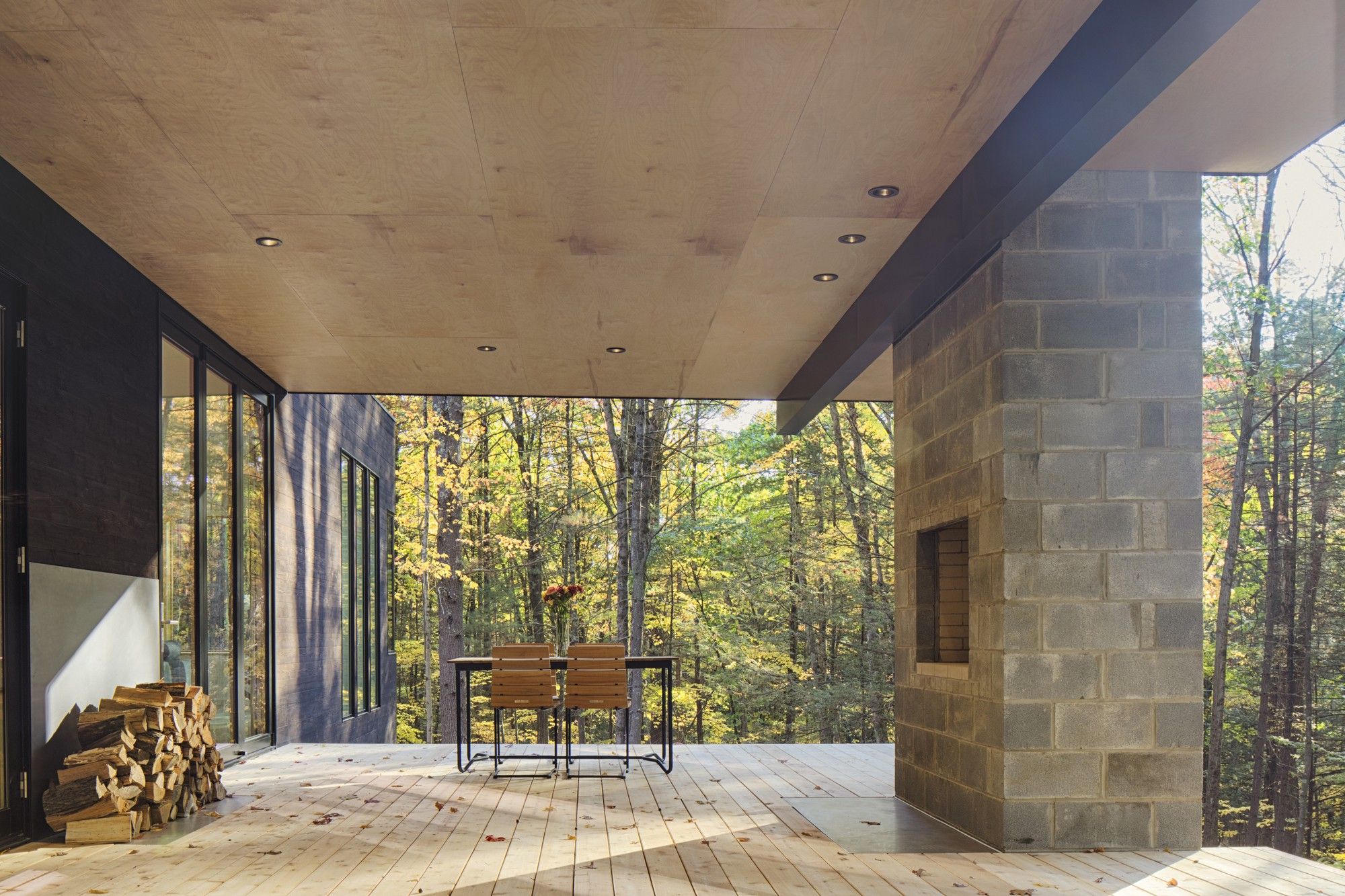 Contemporary Design Features Outside Space Hv Contemporaryhomes - Contemporary-house-architecture-to-get-surroundings-of-nature