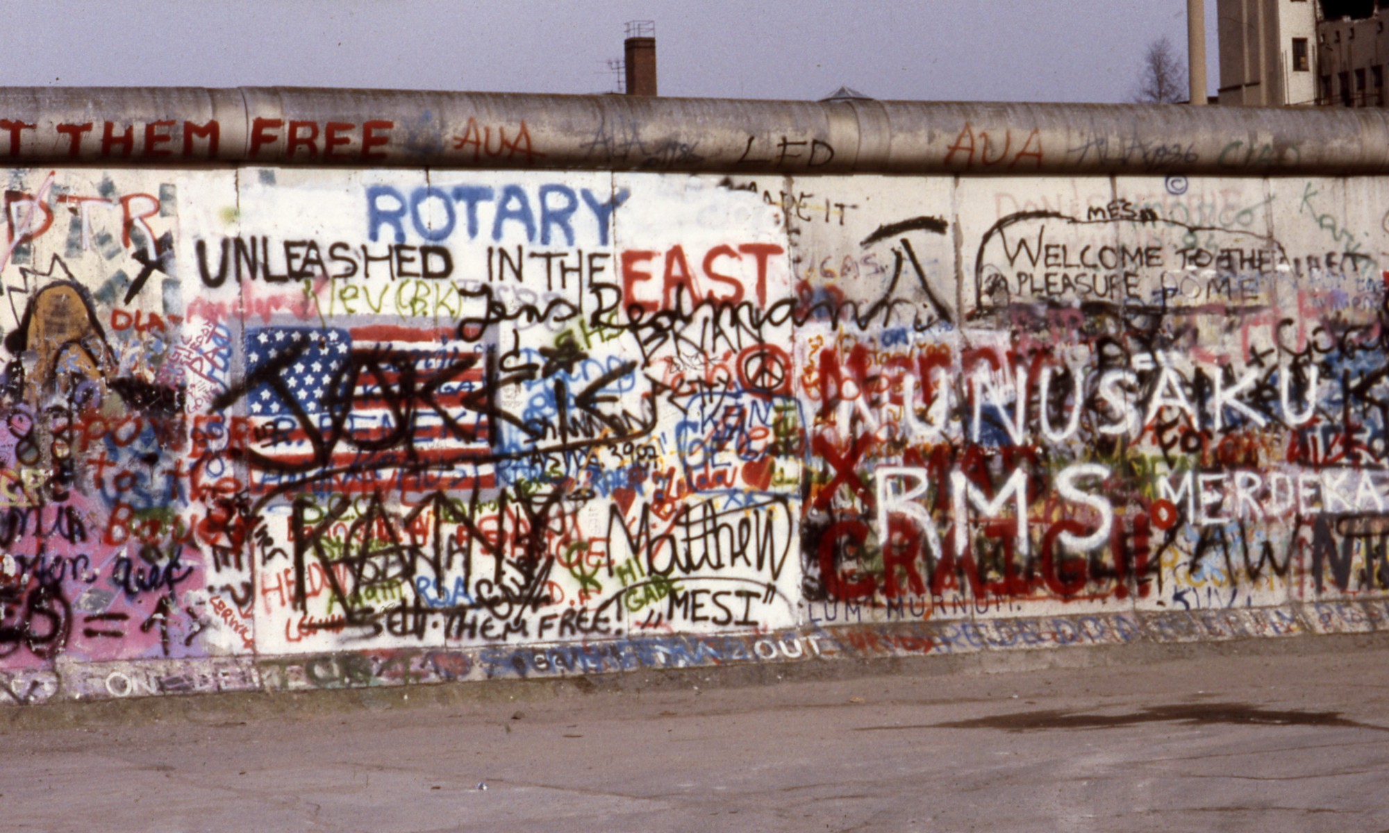 this photographer s collection of berlin wall graffiti photos show the politics of paint. Black Bedroom Furniture Sets. Home Design Ideas