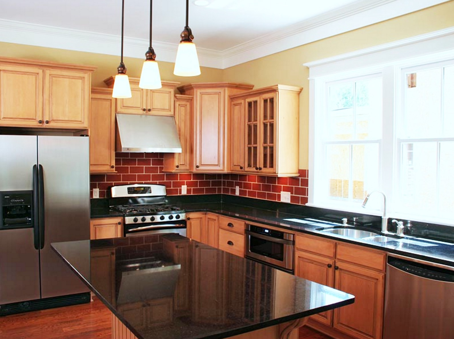 & 5 Reasons Why Remodeling Your Kitchen is a Good Idea