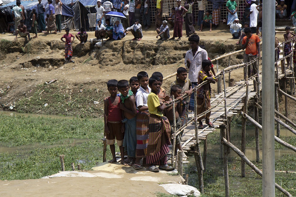 Rohingya children at the border. (Anna Slattery, USAID)