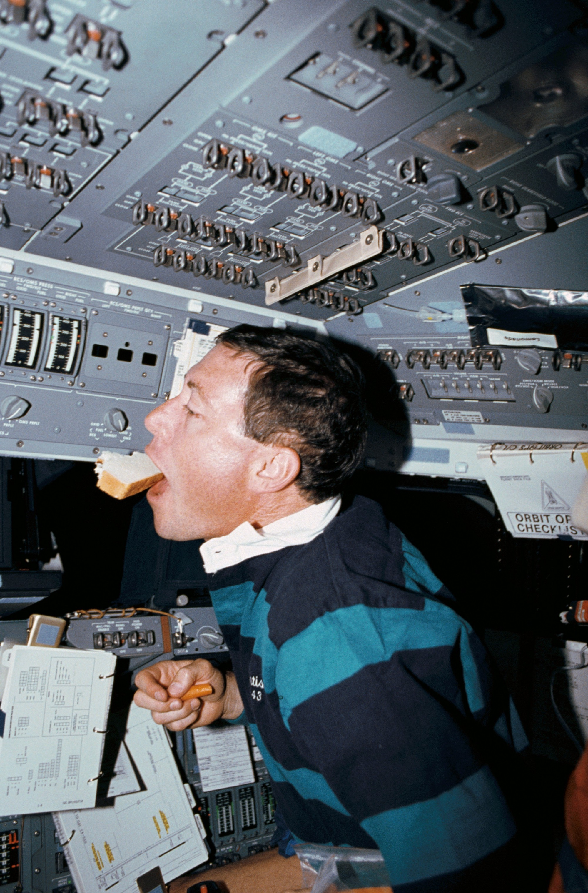 astronauts in space shuttle floating - photo #32