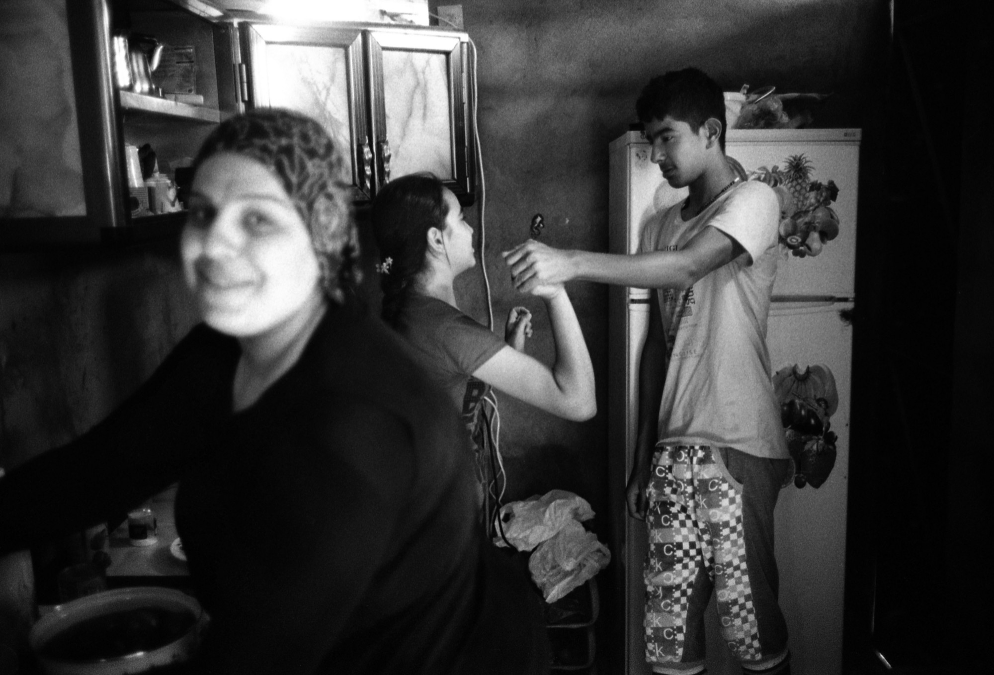 Eternally displaced darst projects medium april 2015 arbat iraq fadya hassa and lama inside the kitchen of their house in the camp kristyandbryce Choice Image