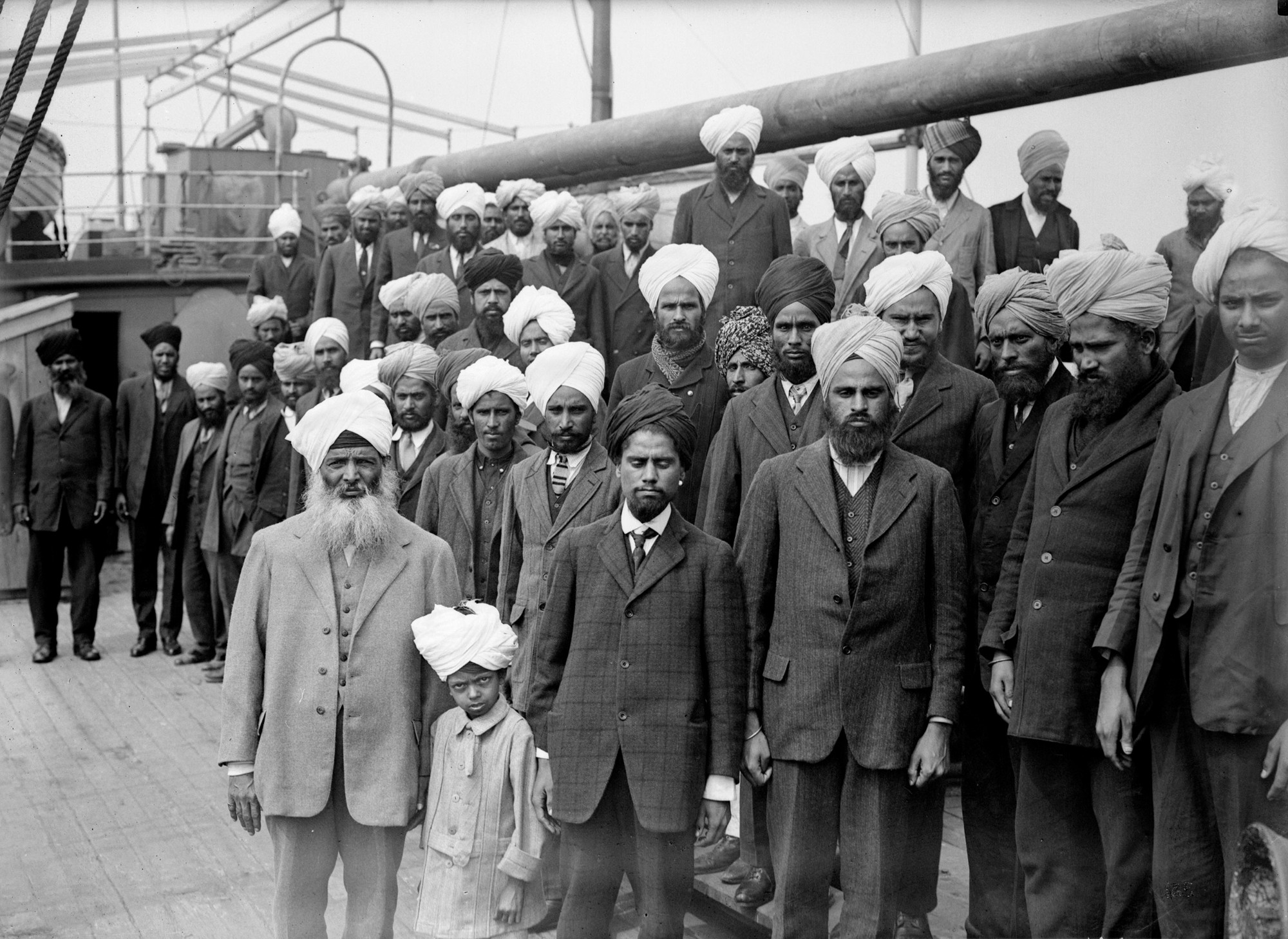 Photos when these indian immigrants got to canada police kept them on their boat for two months - Bureau immigration canada ...