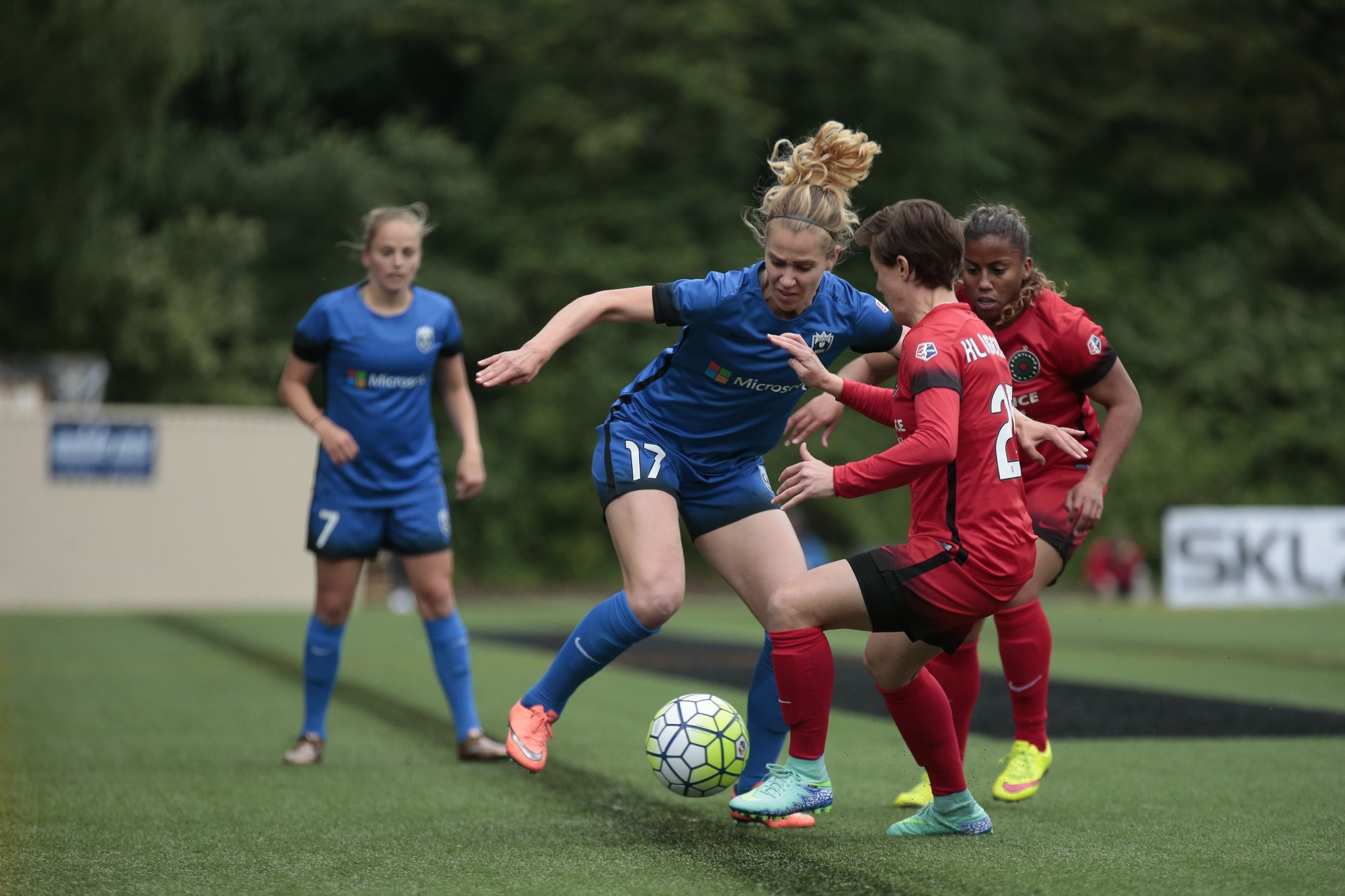 photo essay seattle reign fc vs portland thorns fc  in the first of four regular season matches this season seattle reign fc came from behind to secure a 1 1 draw against portland thorns fc at memorial