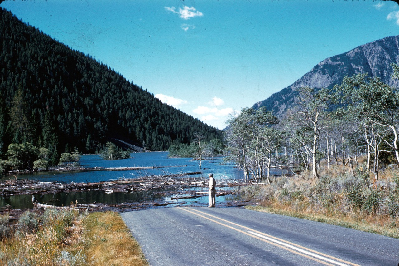 This massive Yellowstone earthquake destroyed a mountain and created a lake 190 feet deep
