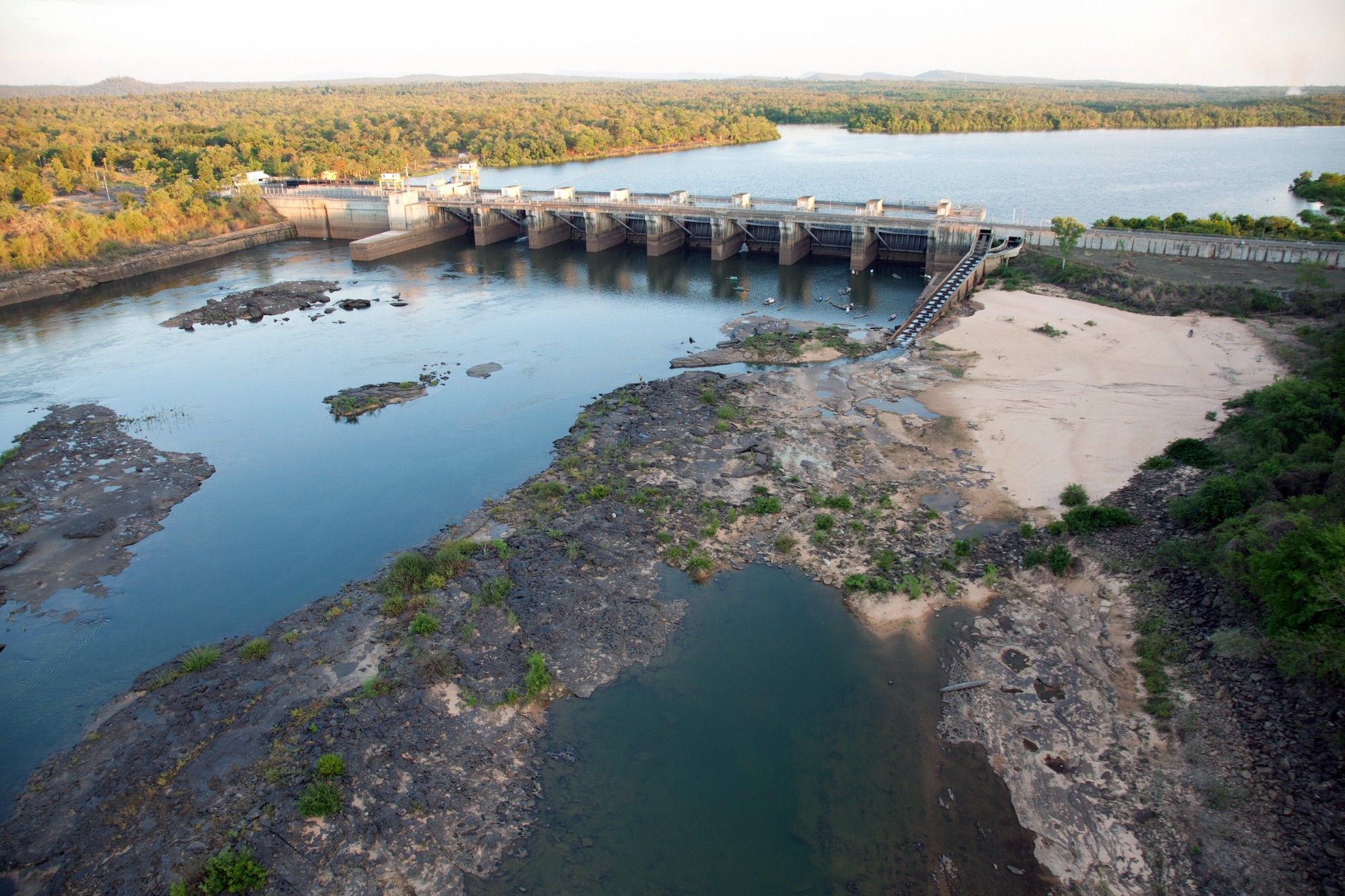 large dams and their environmental impacts The construction of large dams completely completing changing their circulation systems: this is not going to occur without dire environmental impacts.