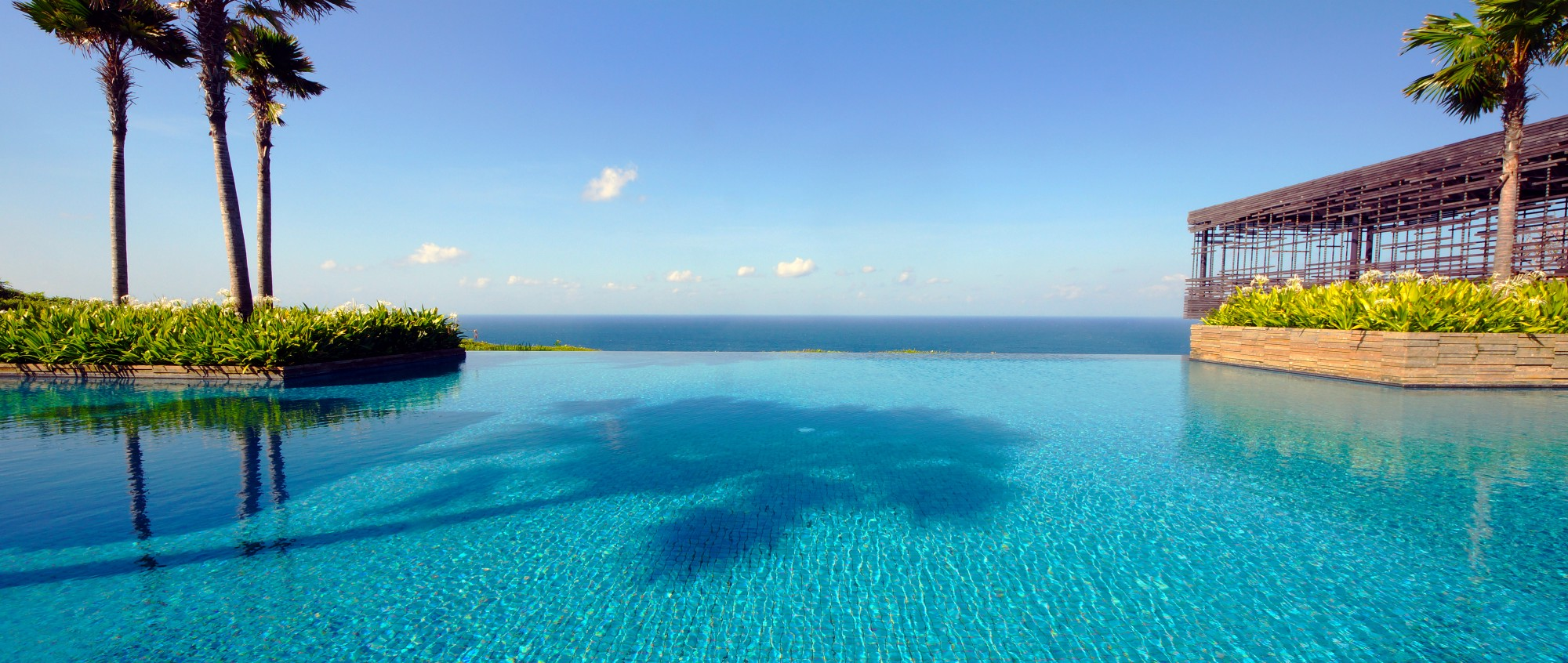 Distractions are a nuisance but infinity pools are the for Pool time pools