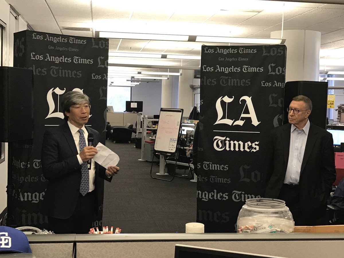 medium.com - Dan Froomkin - How the Los Angeles Times could beat the New York Times in Washington: By covering politics with a…