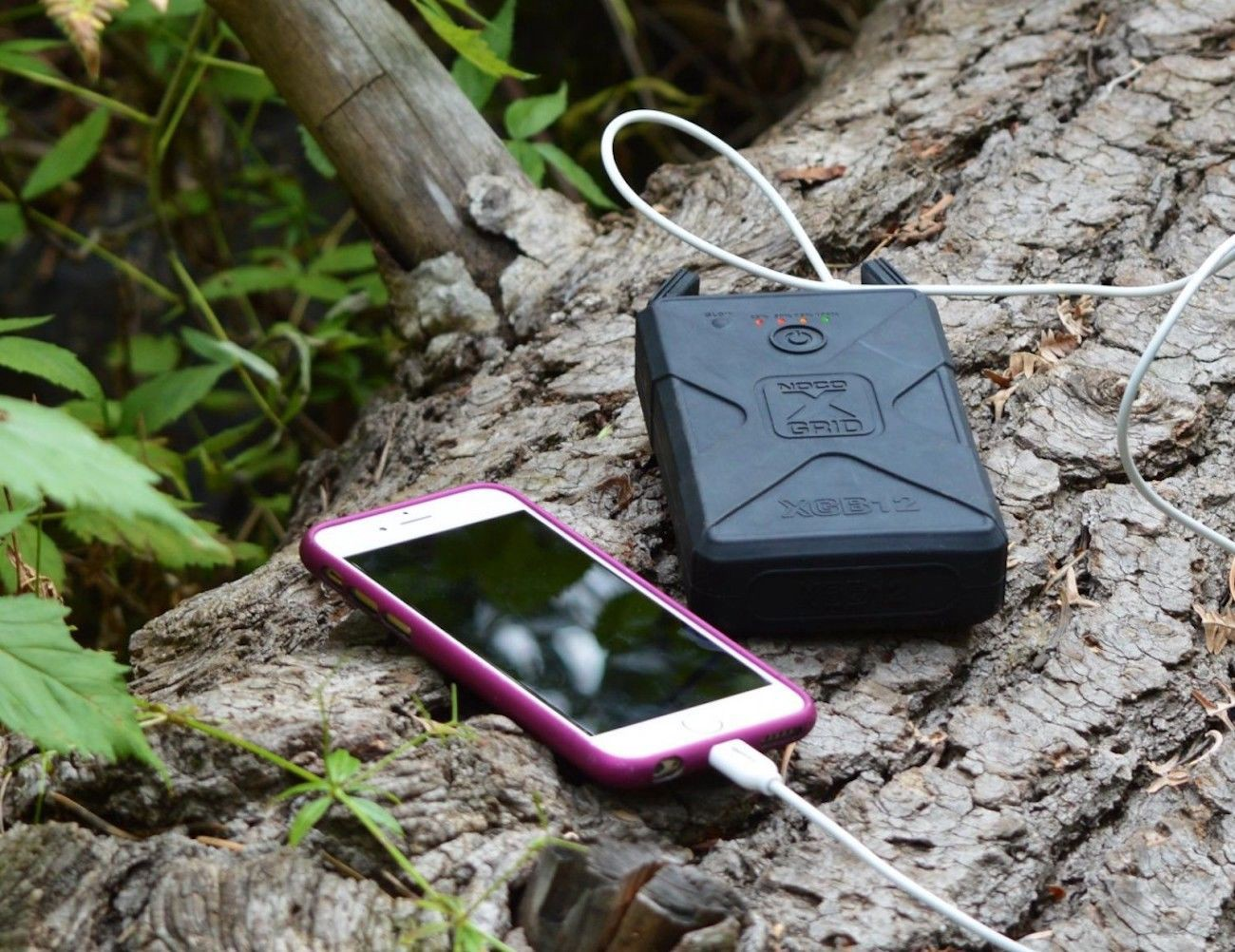 9 Must-Have Gadgets for Living Off the Grid