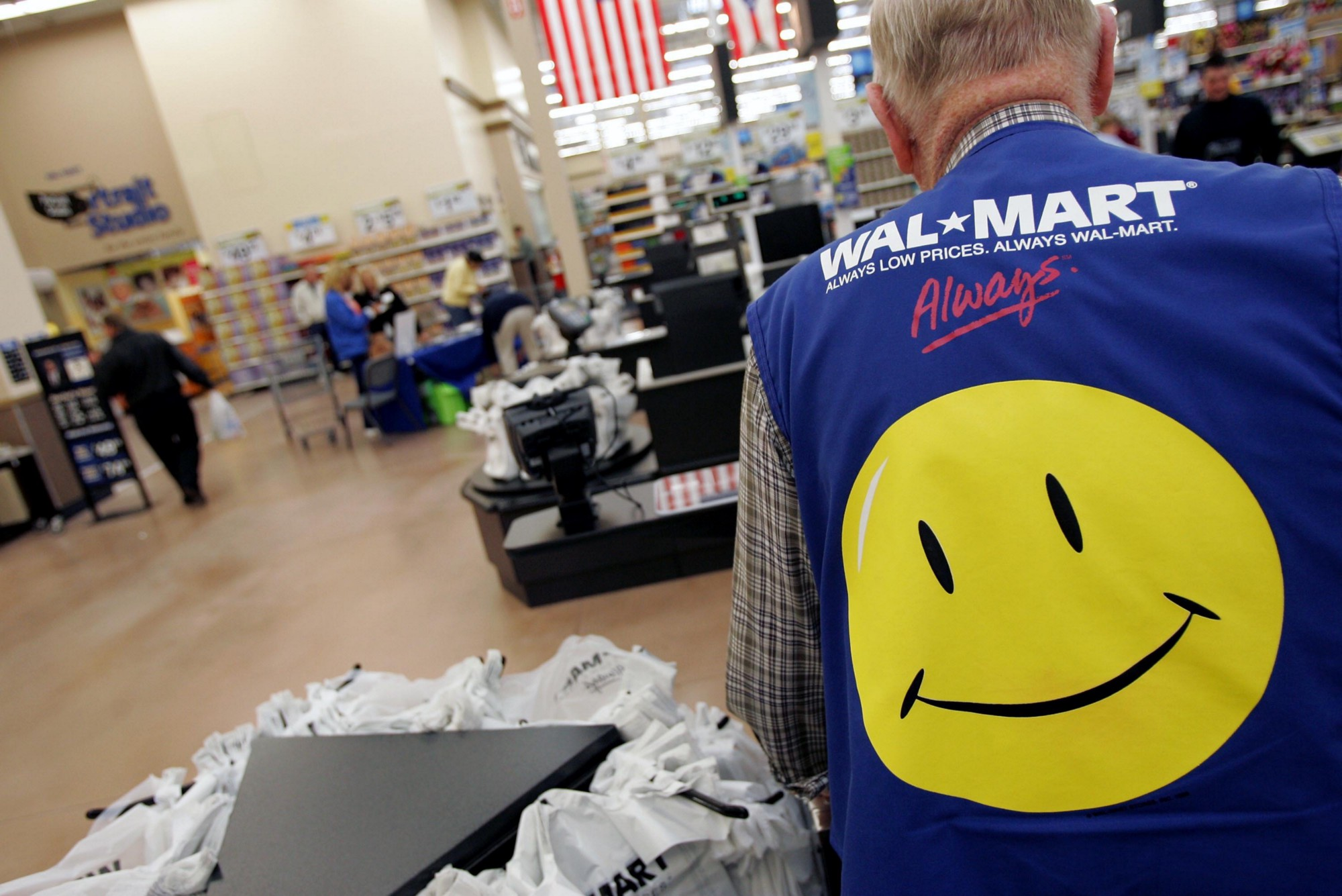 the beast of bentonville battles amazon, the king of the e-commerce