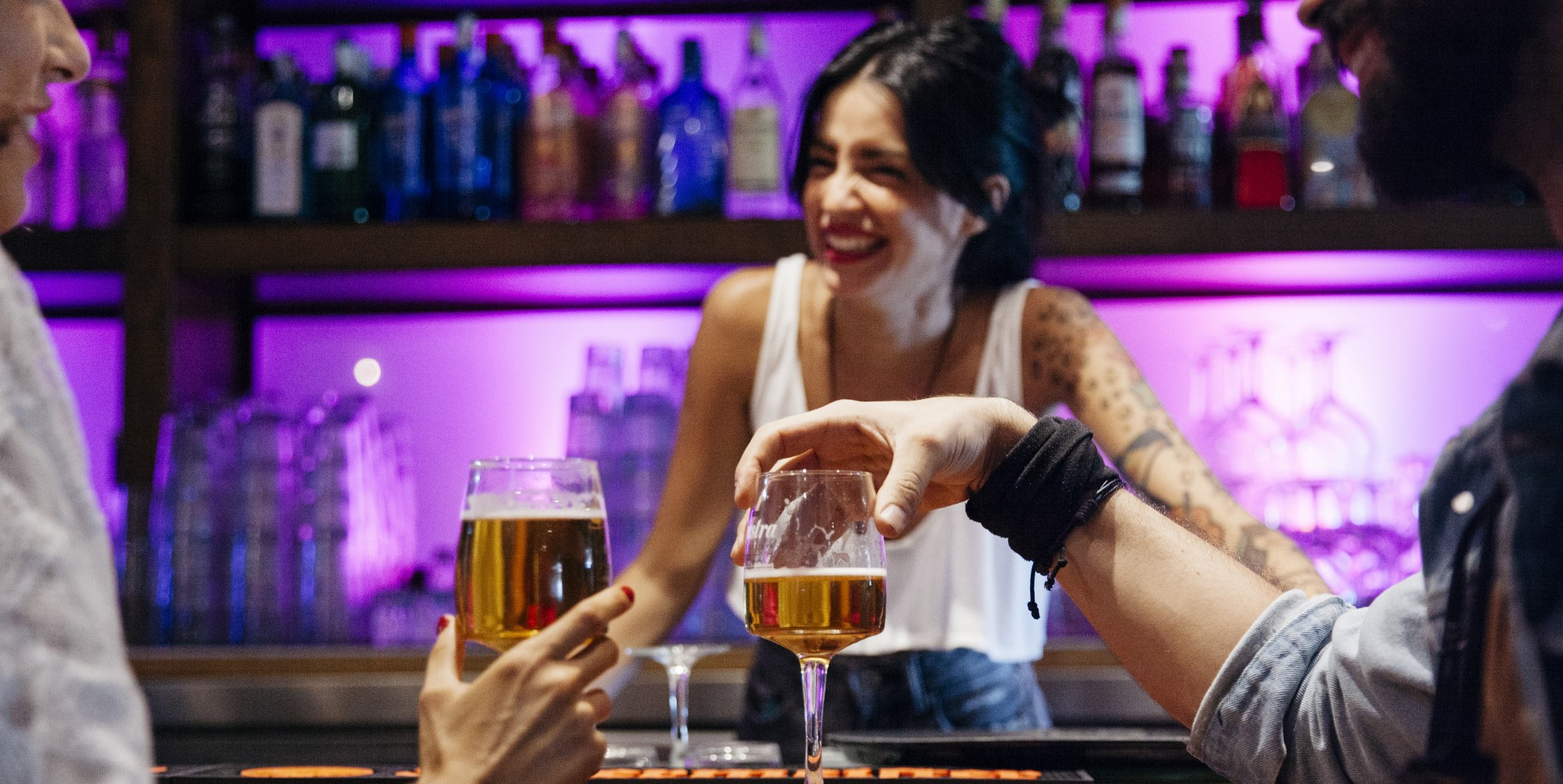 how to become a bartender 5 tips to land a bartender job